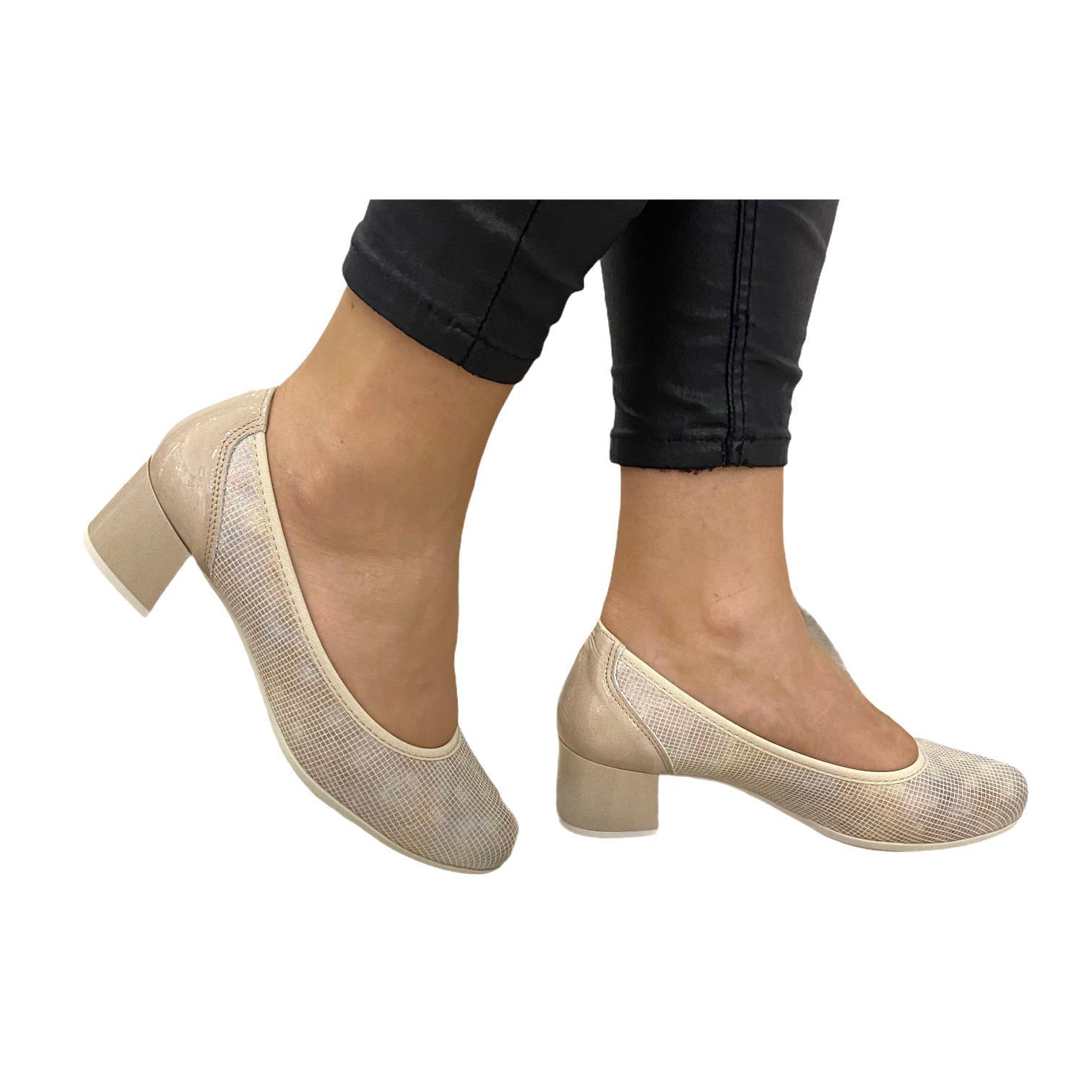 Pantofi Pitillos bej cu model in relief