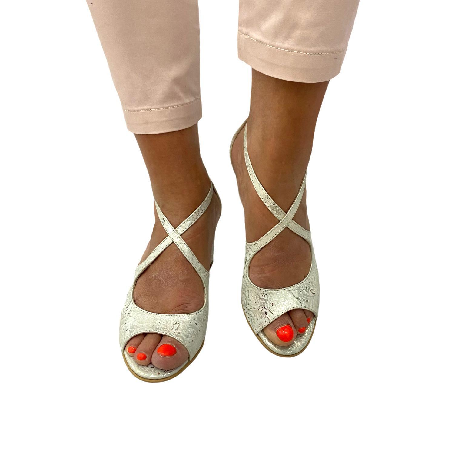 Sandale argintii cu imprimeu floral