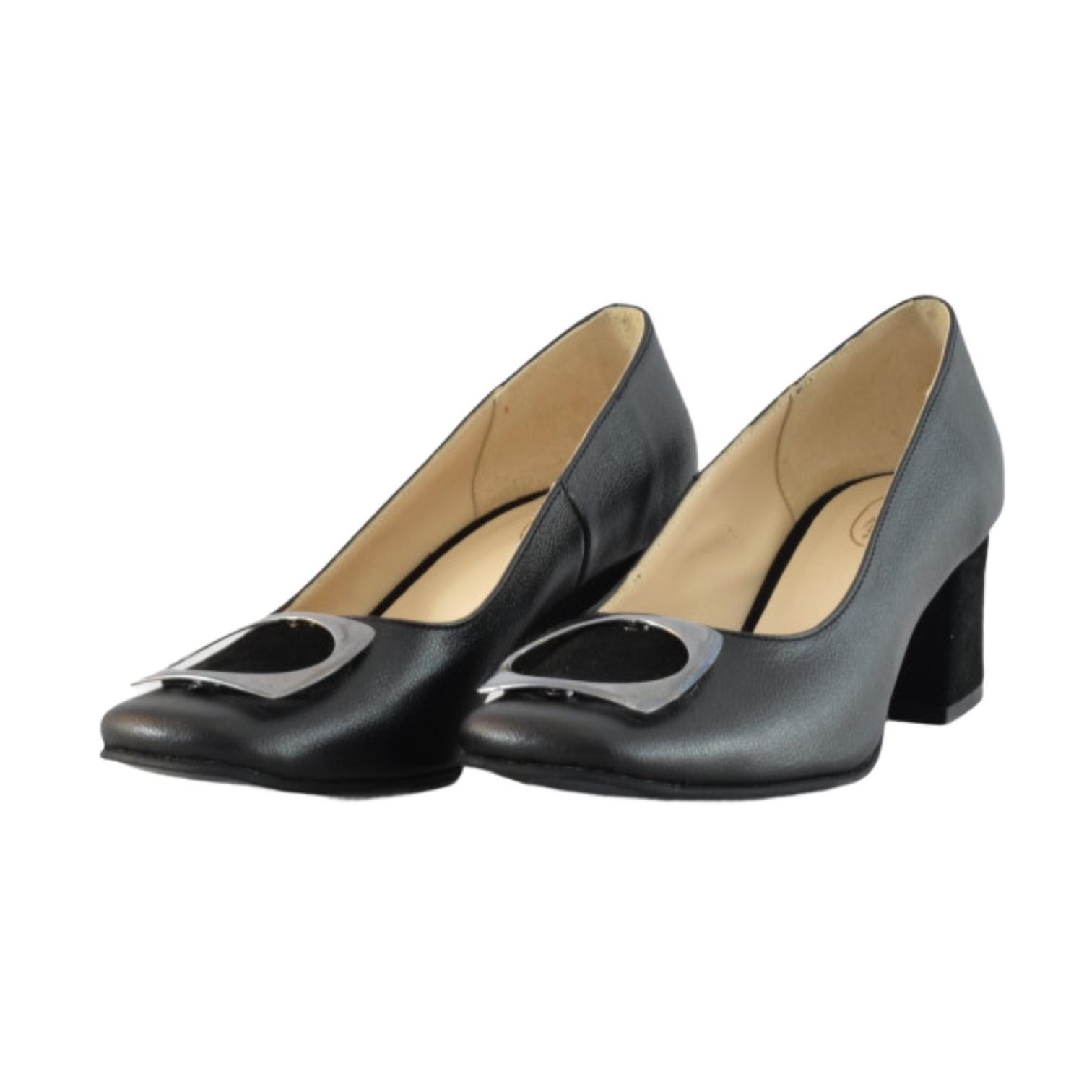 Pantofi negri cu accesoriu metalic si toc cu piele intoarsa