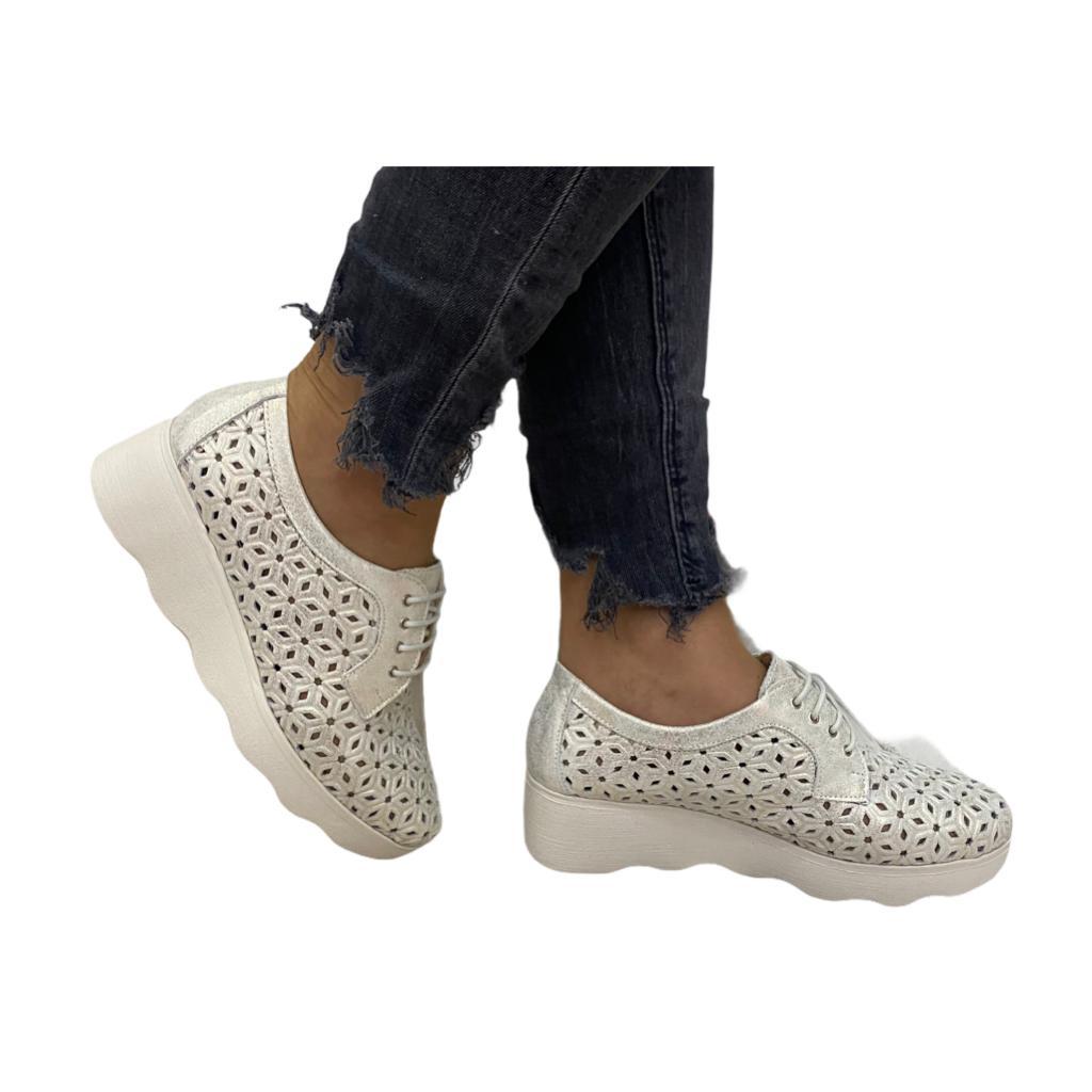 Pantofi Pitillos bej cu perforatii si platforma