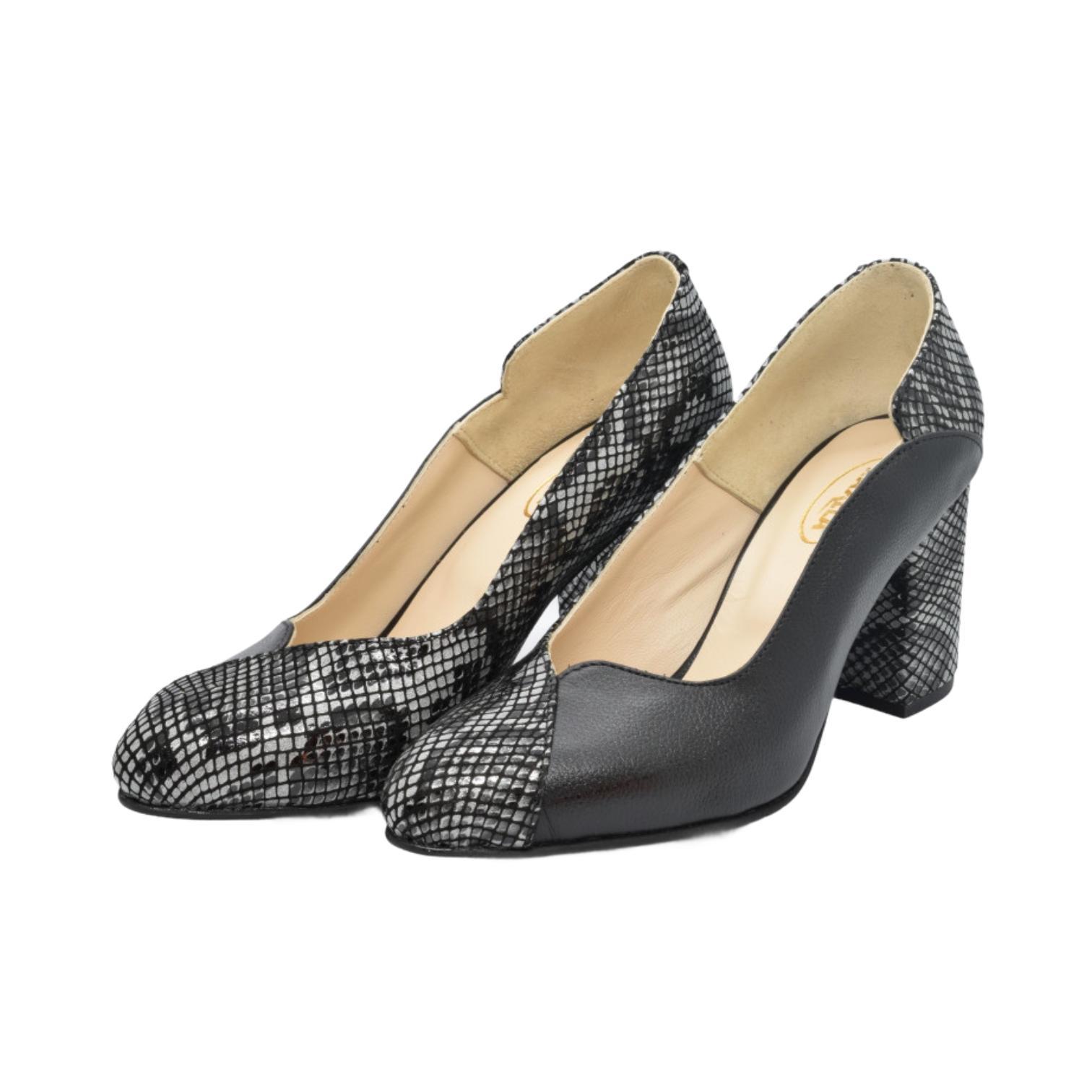 Pantofi negri cu model abstract tip sarpe