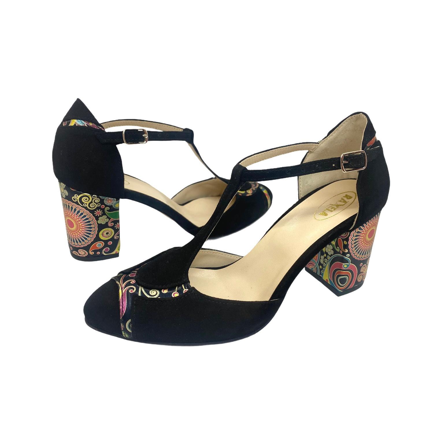 Pantofi decupati negri cu detalii colorate