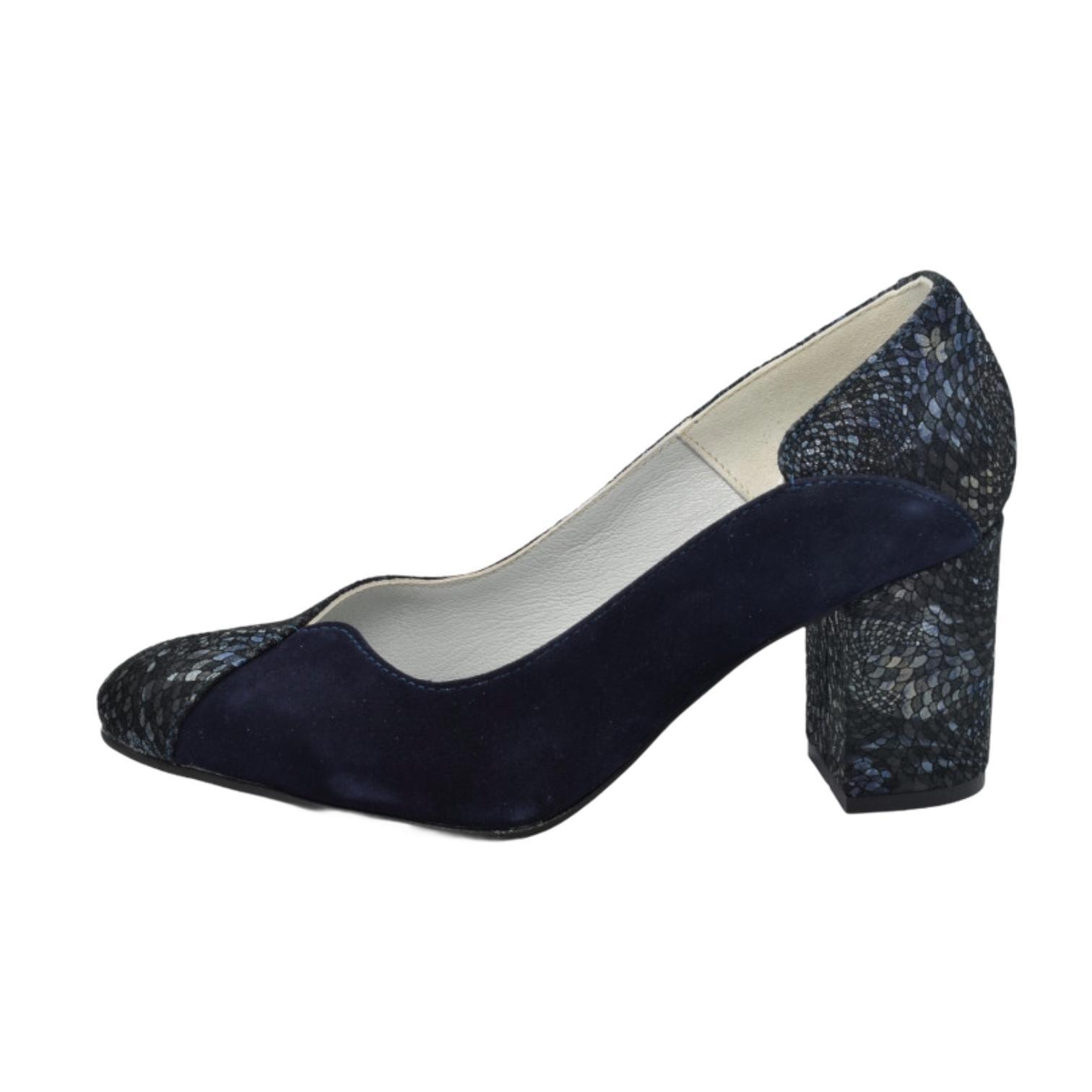 Pantofi bleumarin cu model abstract