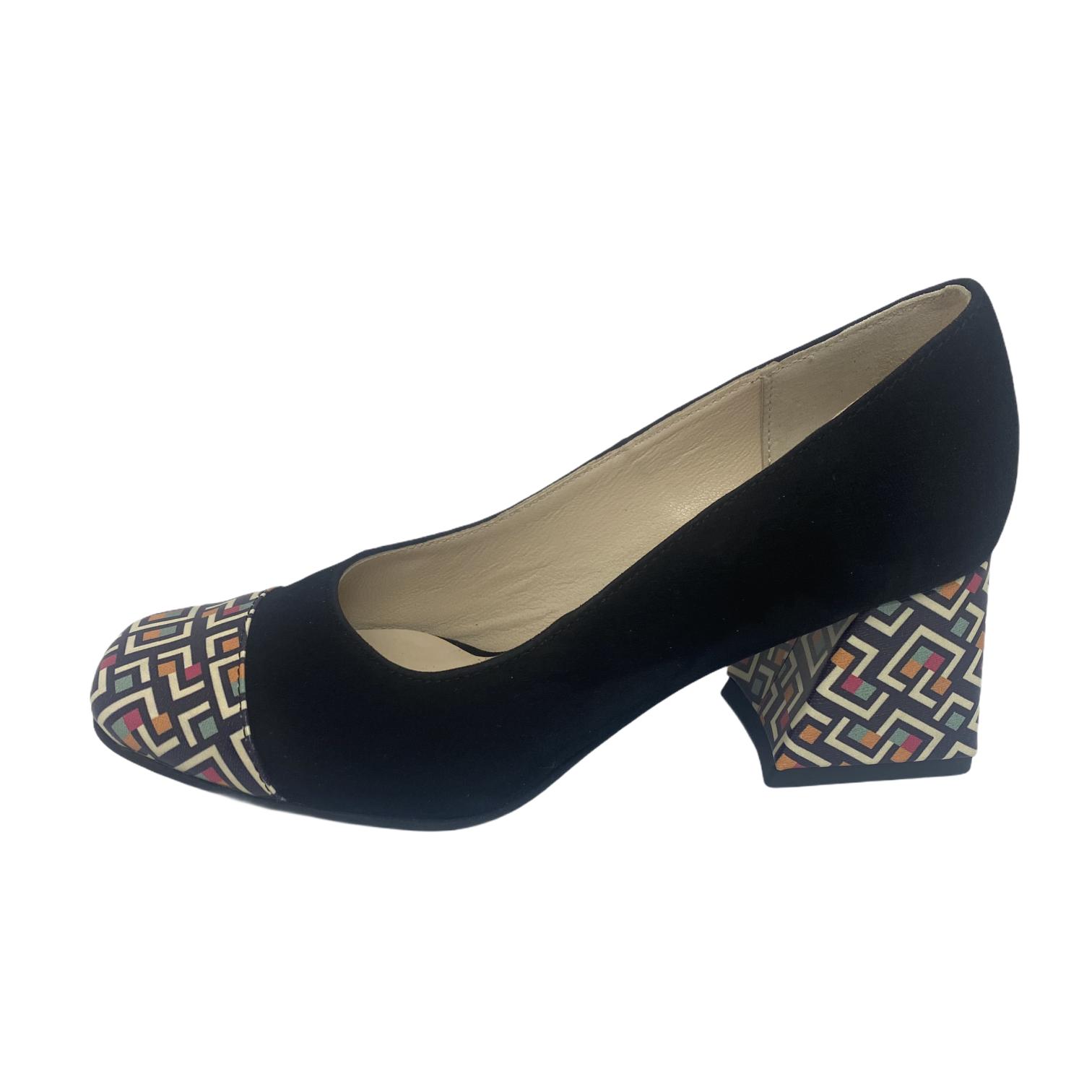Pantofi negri cu combinatie pe varf