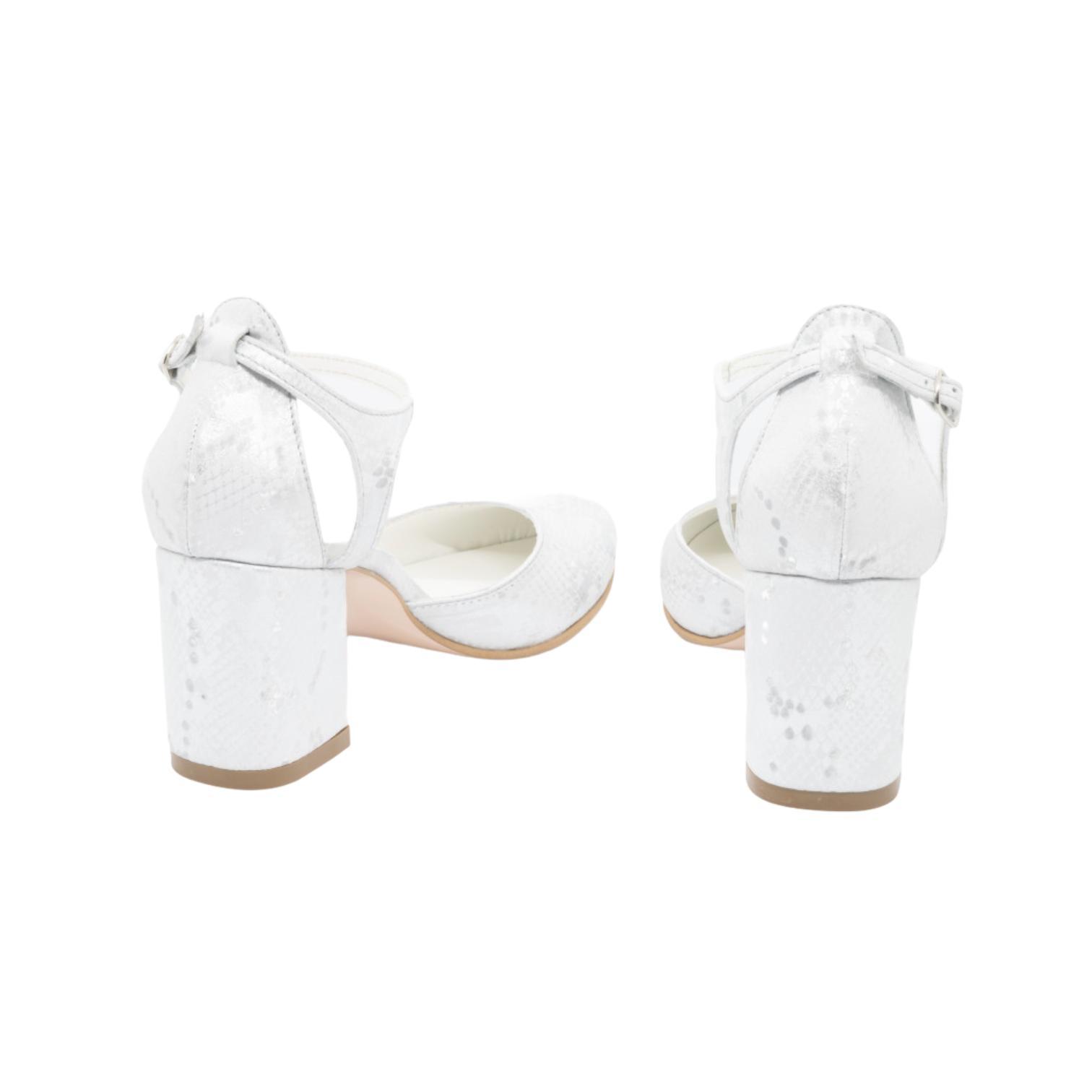 Pantofi decupati argintii cu imprimeu
