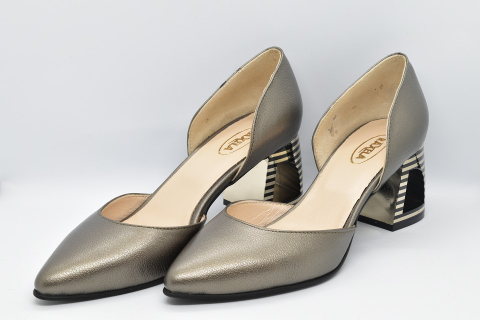 Pantofi platin cu toc in dungi