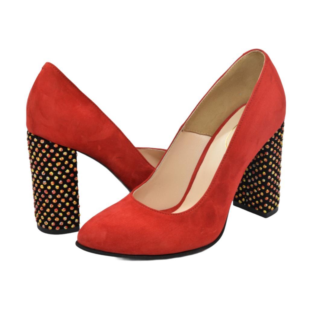 Pantofi rosii cu toc cu aplicatii sferice