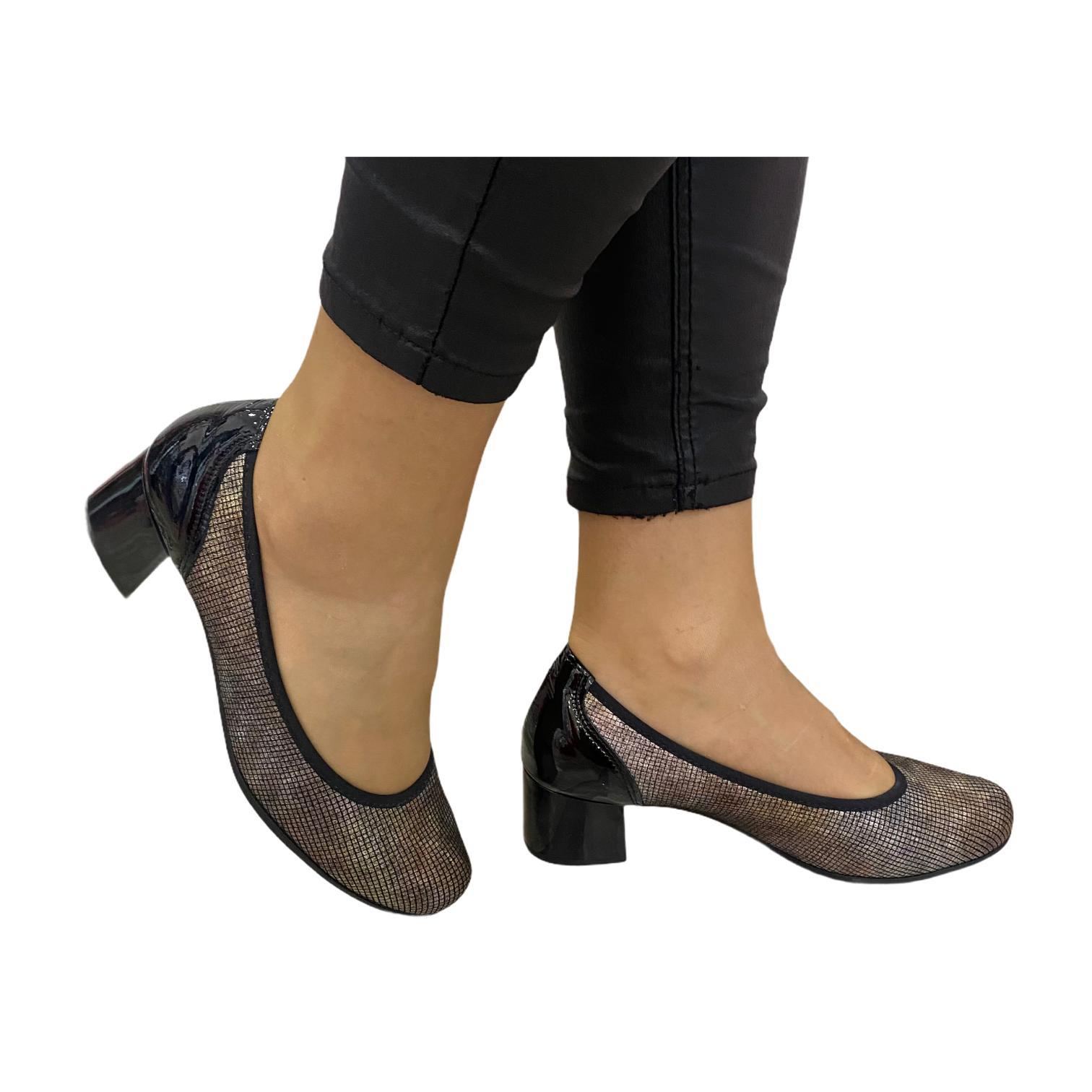 Pantofi Pitillos negri cu model in relief