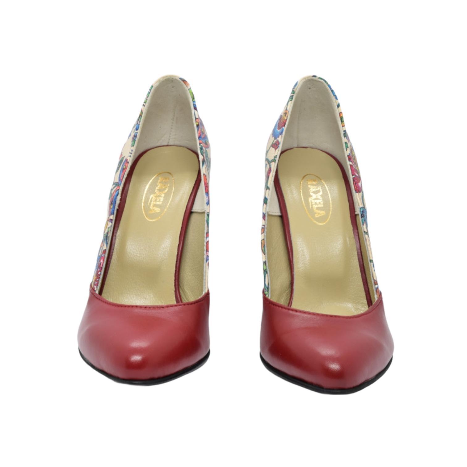 Pantofi rosii cu model floral