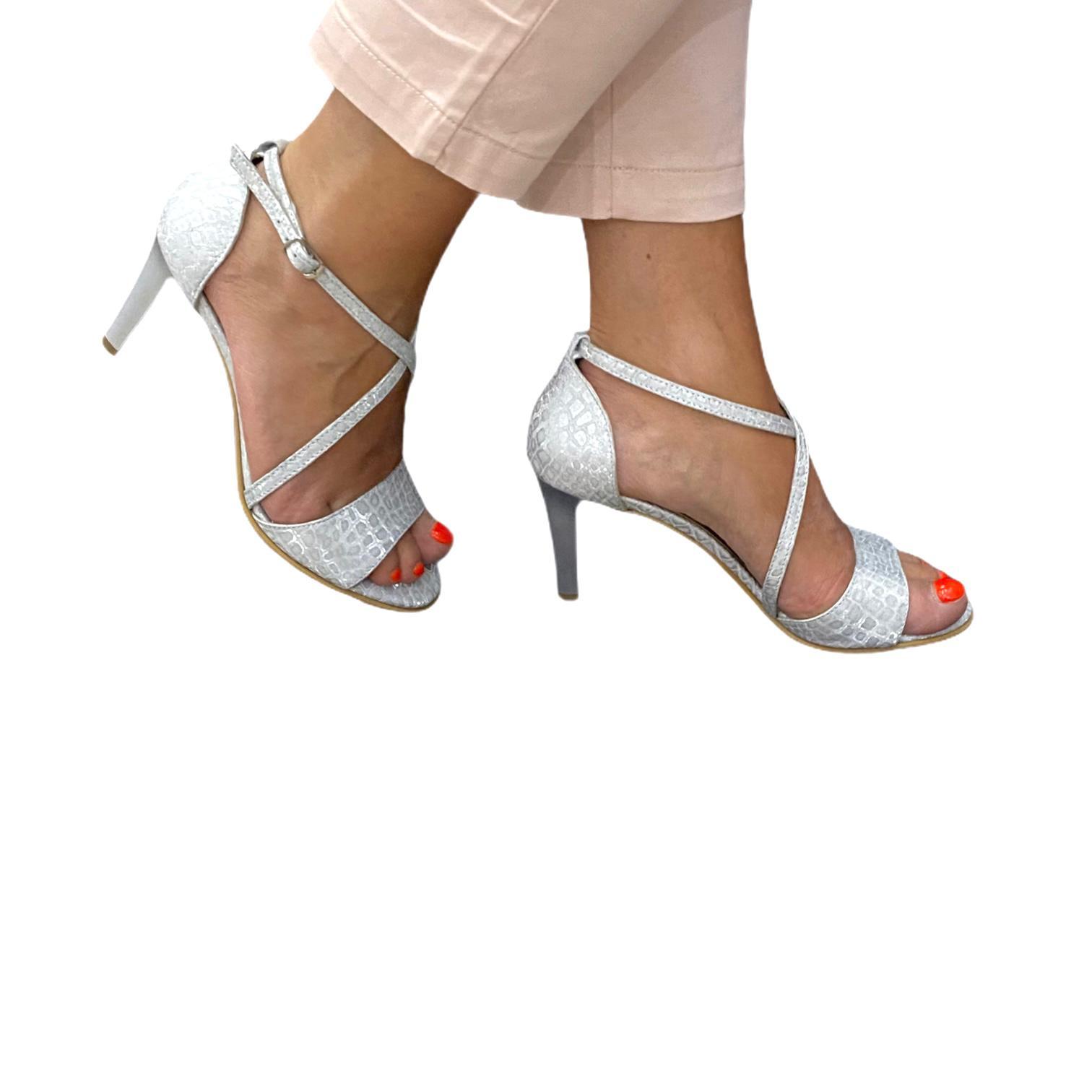 Sandale argintii cu imprimeu si barete incrucisate