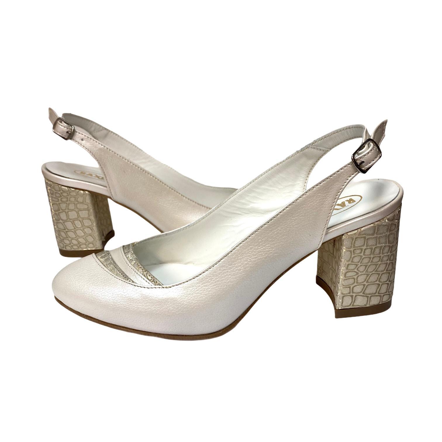 Pantofi decupati argintii cu detaliu si toc cu imprimeu