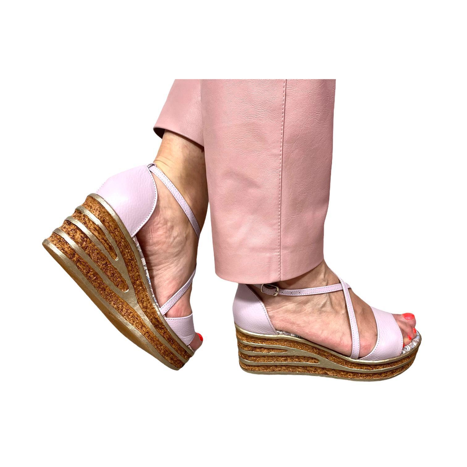 Sandale lila cu model floral si platforma