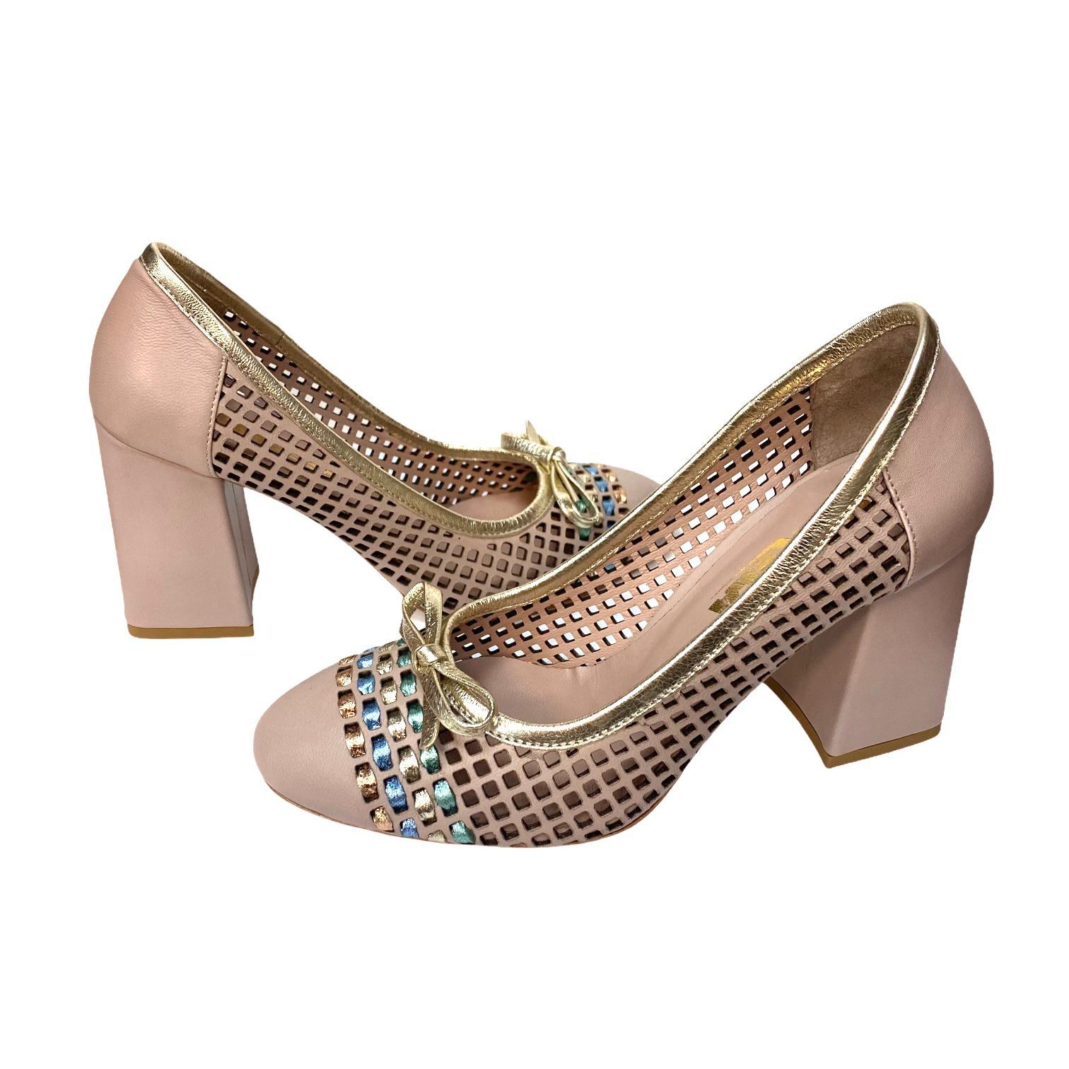 Pantofi nude cu fundita si detaliu
