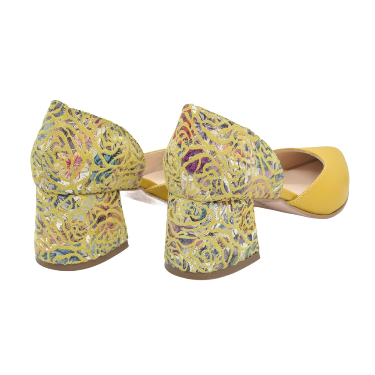 Pantofi galbeni cu imprimeu multicolor abstract