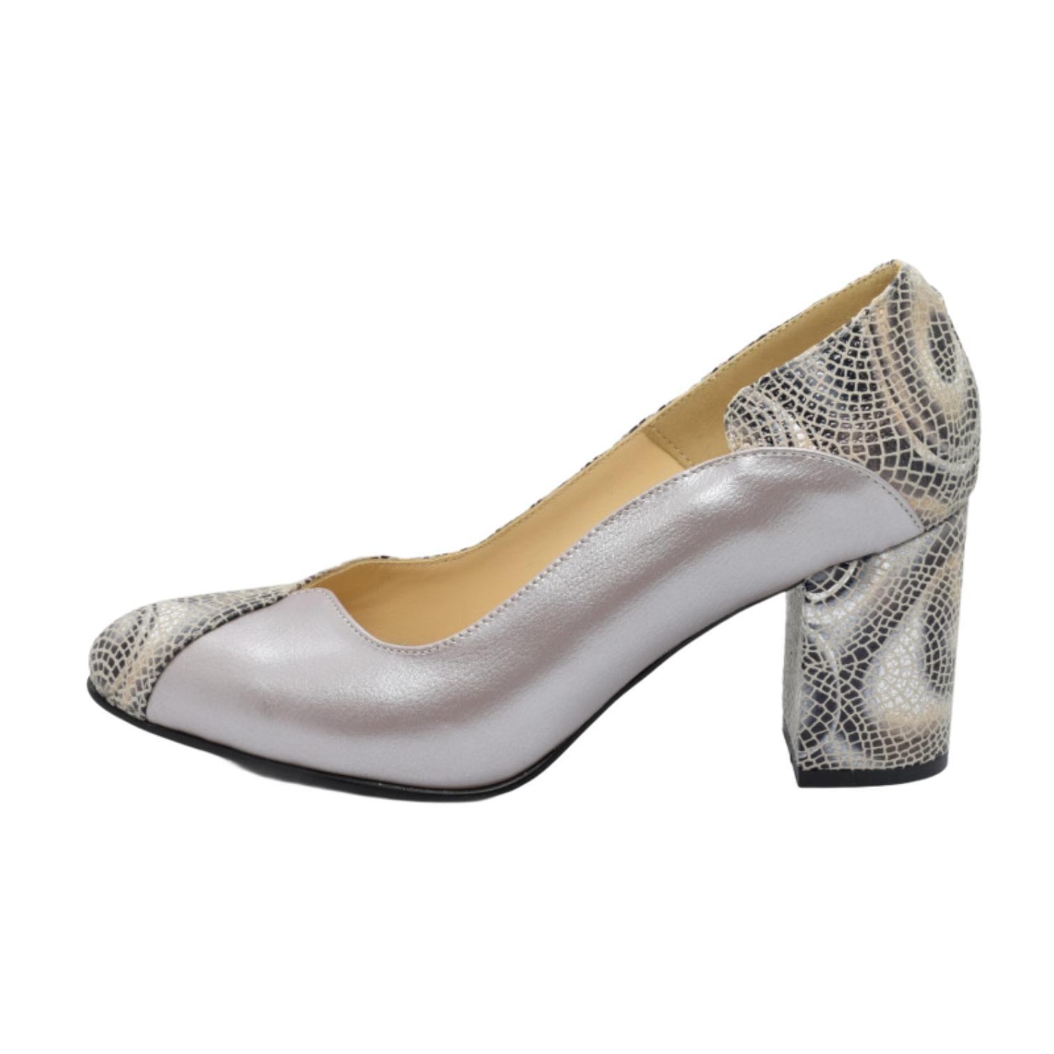 Pantofi argintii cu model abstract