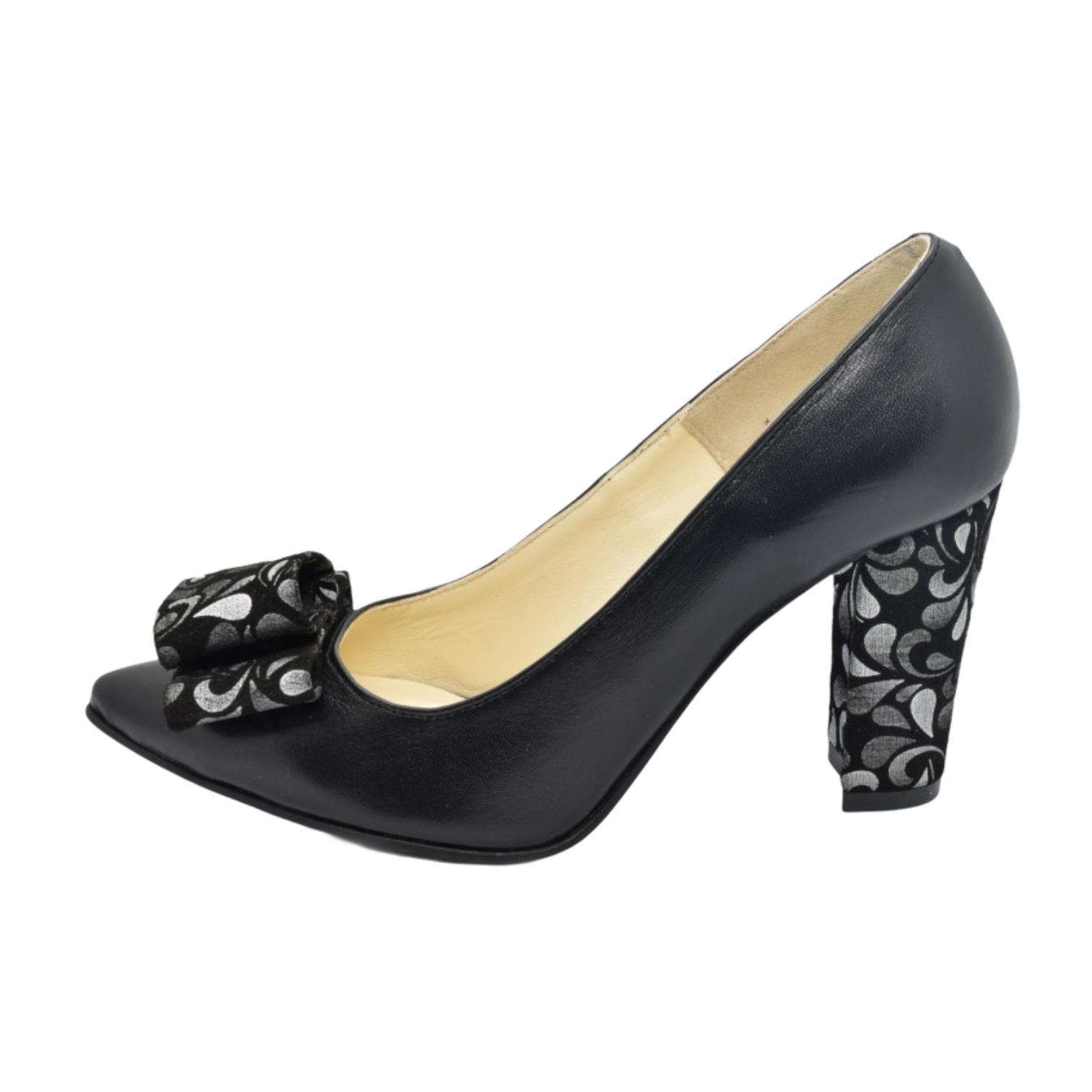 Pantofi negri cu fundita si toc cu model