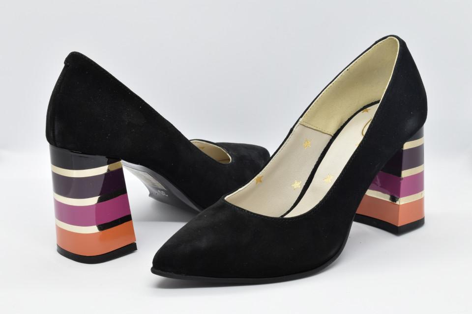 Pantofi negri cu toc colorat in dungi