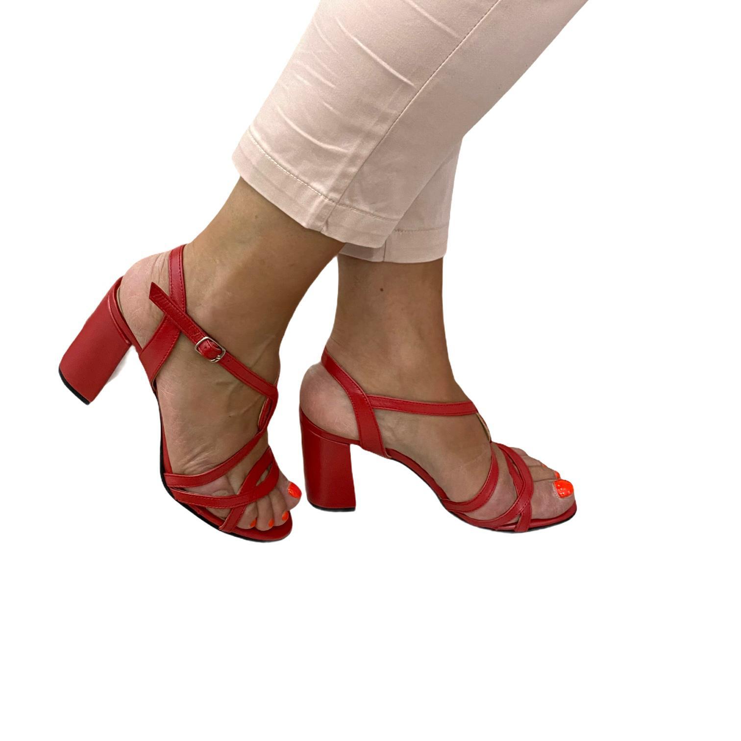 Sandale rosii cu barete incrucisate