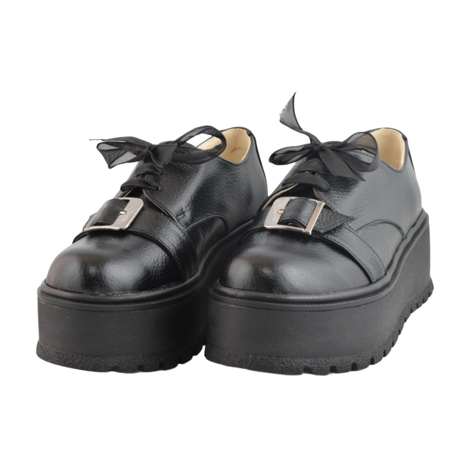 Pantofi negri cu cu accesoriu si platforma