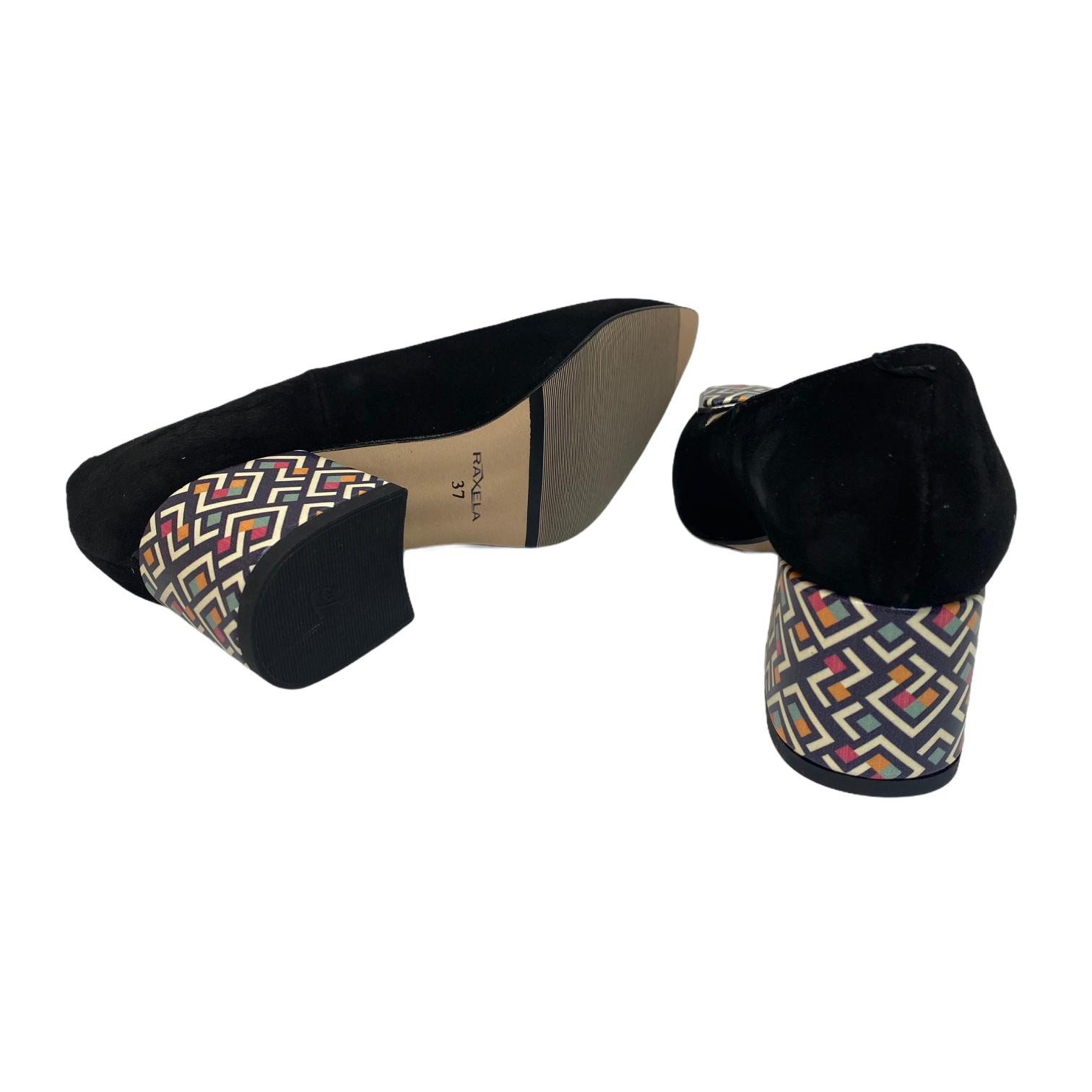Pantofi negri cu accesoriu si toc cu model