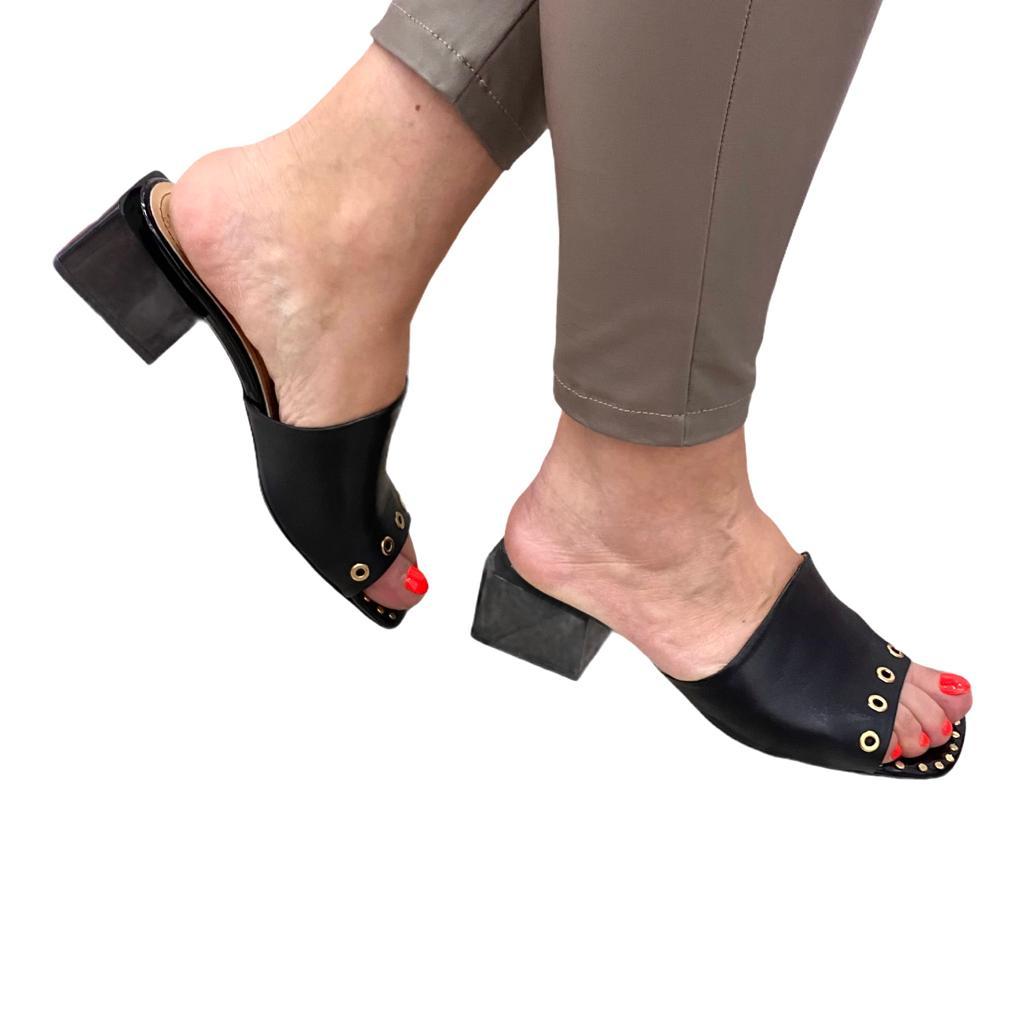 Sandale negre cu detalii metalice