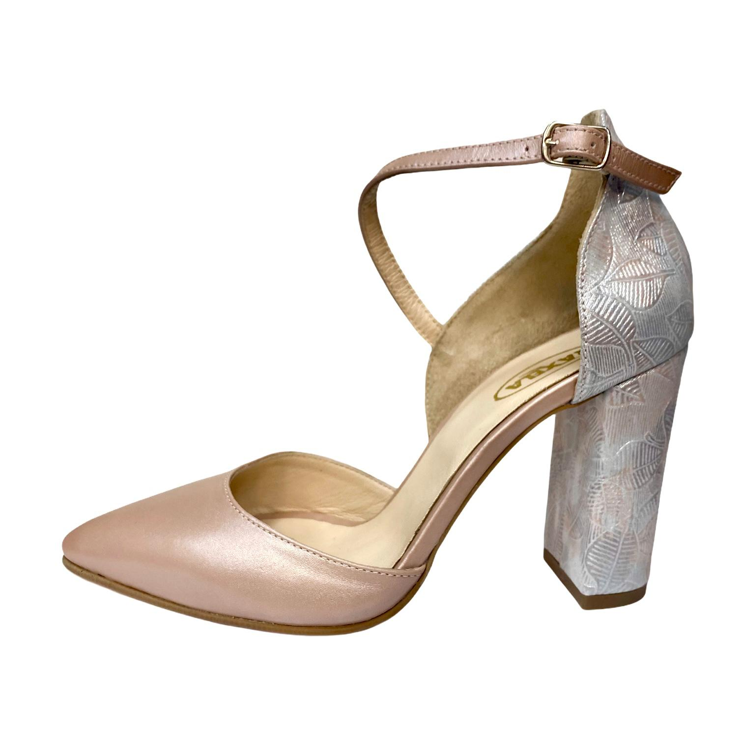 Pantofi decupati nude