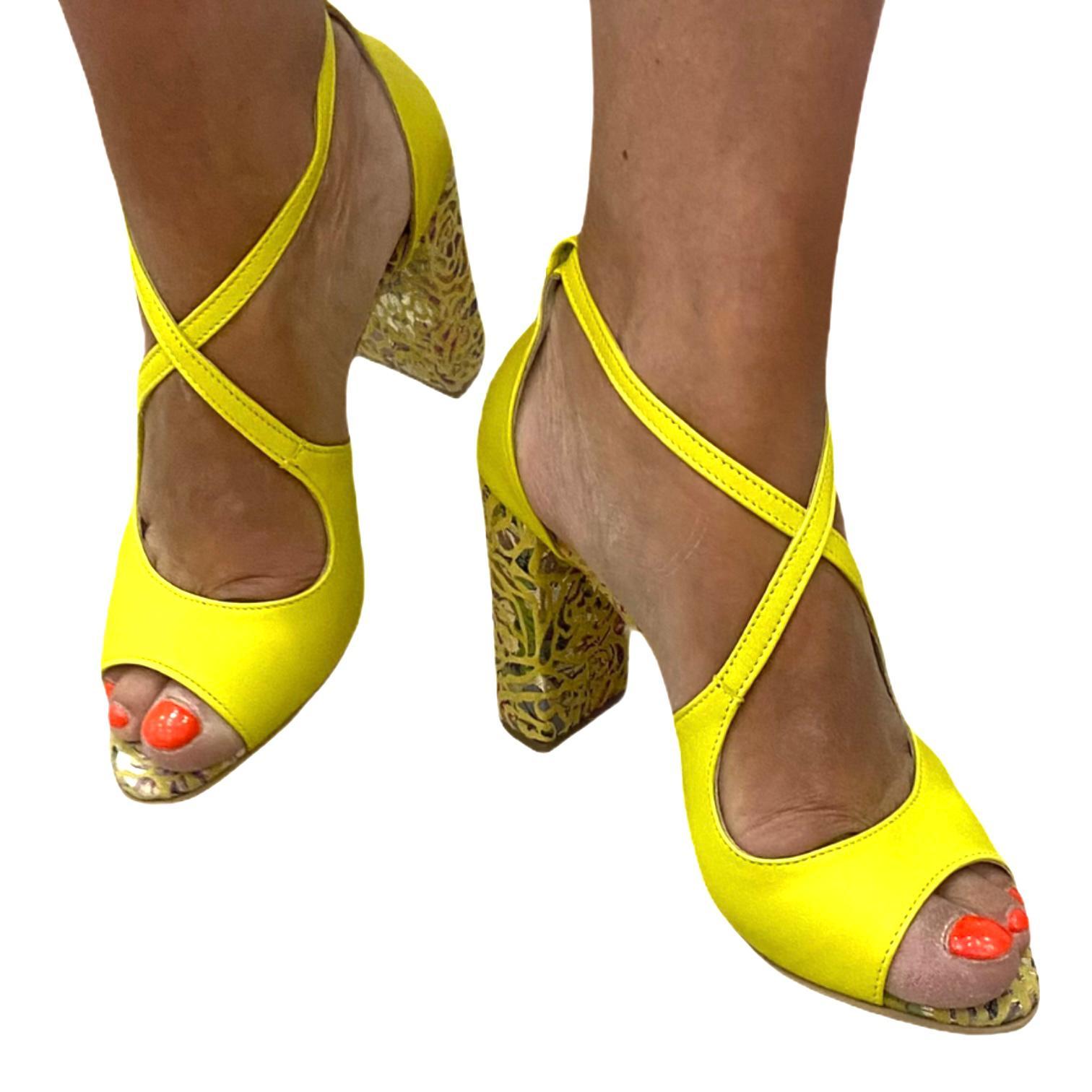 Sandale galbene cu toc colorat si barete incrucisate