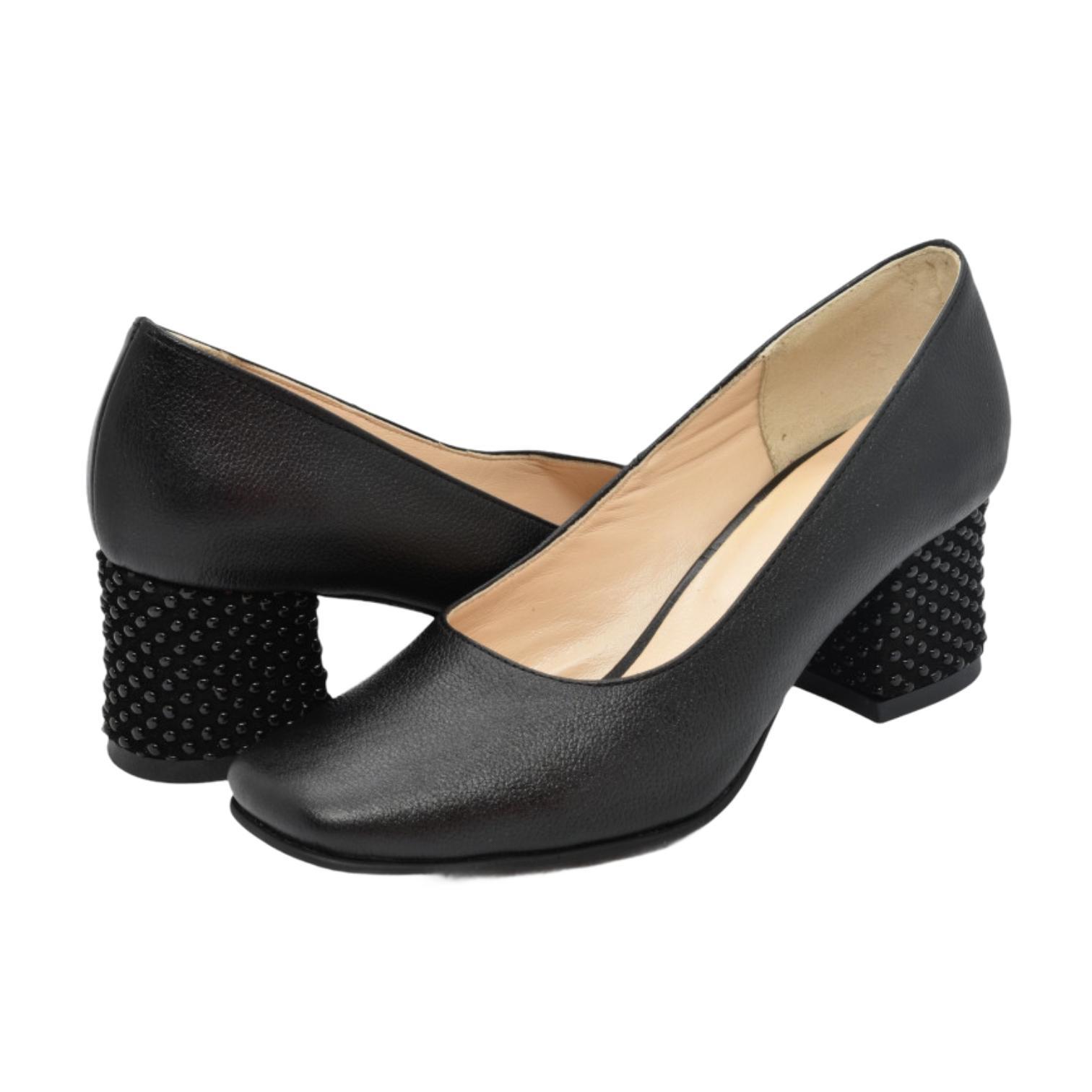 Pantofi negri cu toc cu aplicatii sferice