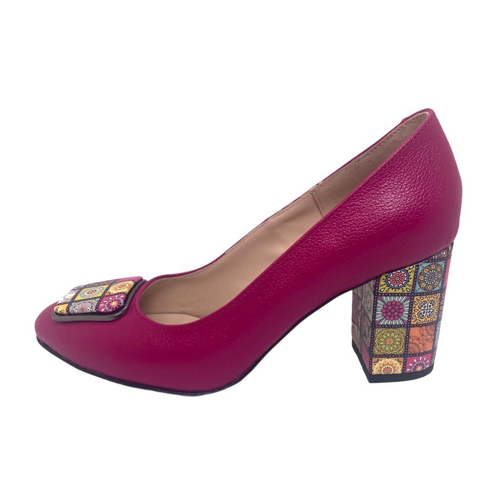 Pantofi fuxia cu accesoriu si toc colorat