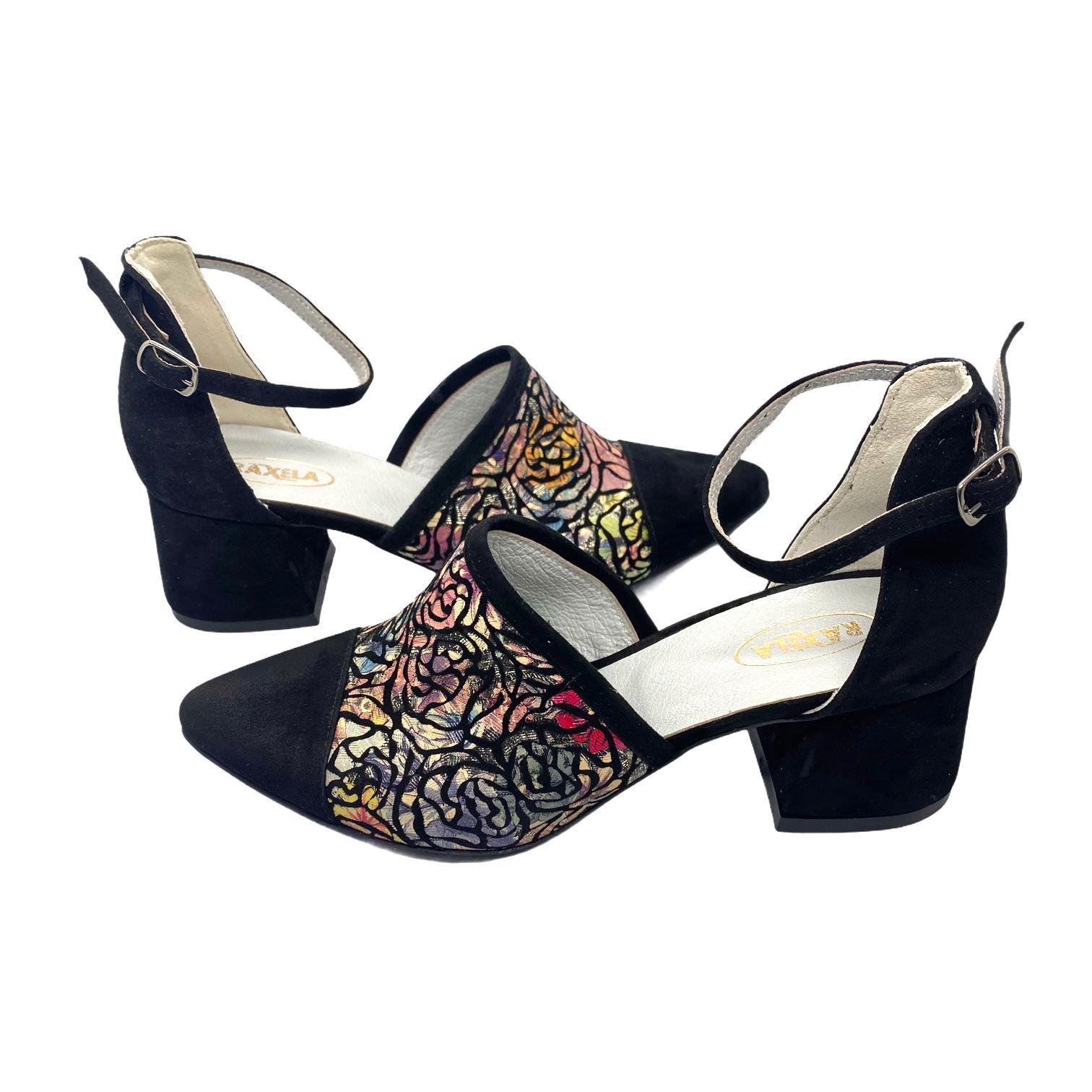 Pantofi decupati negri cu model floral colorat