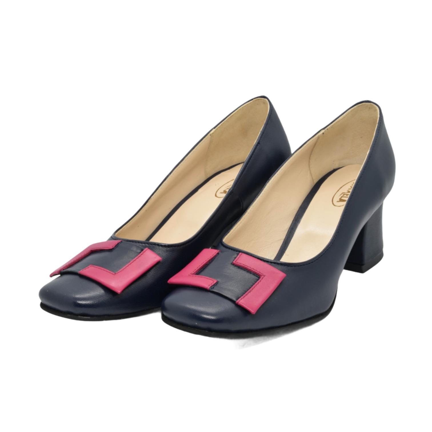 Pantofi bleumarin cu accesoriu fuxia