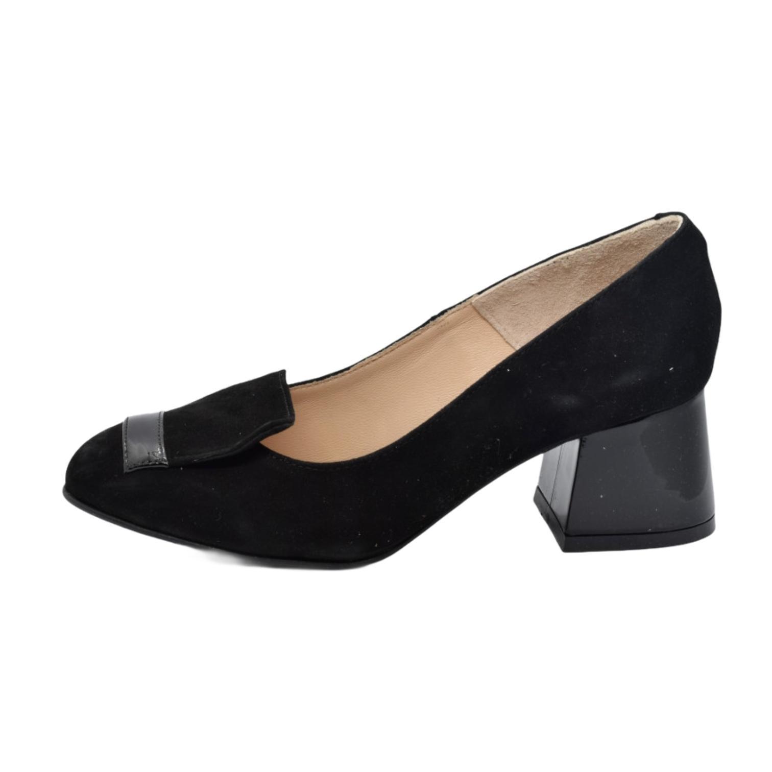 Pantofi negri cu accesoriu si toc evazat