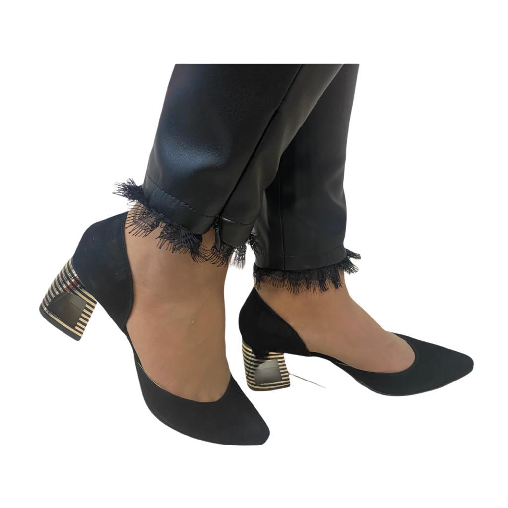 Pantofi decupati negri cu toc modern in dungi