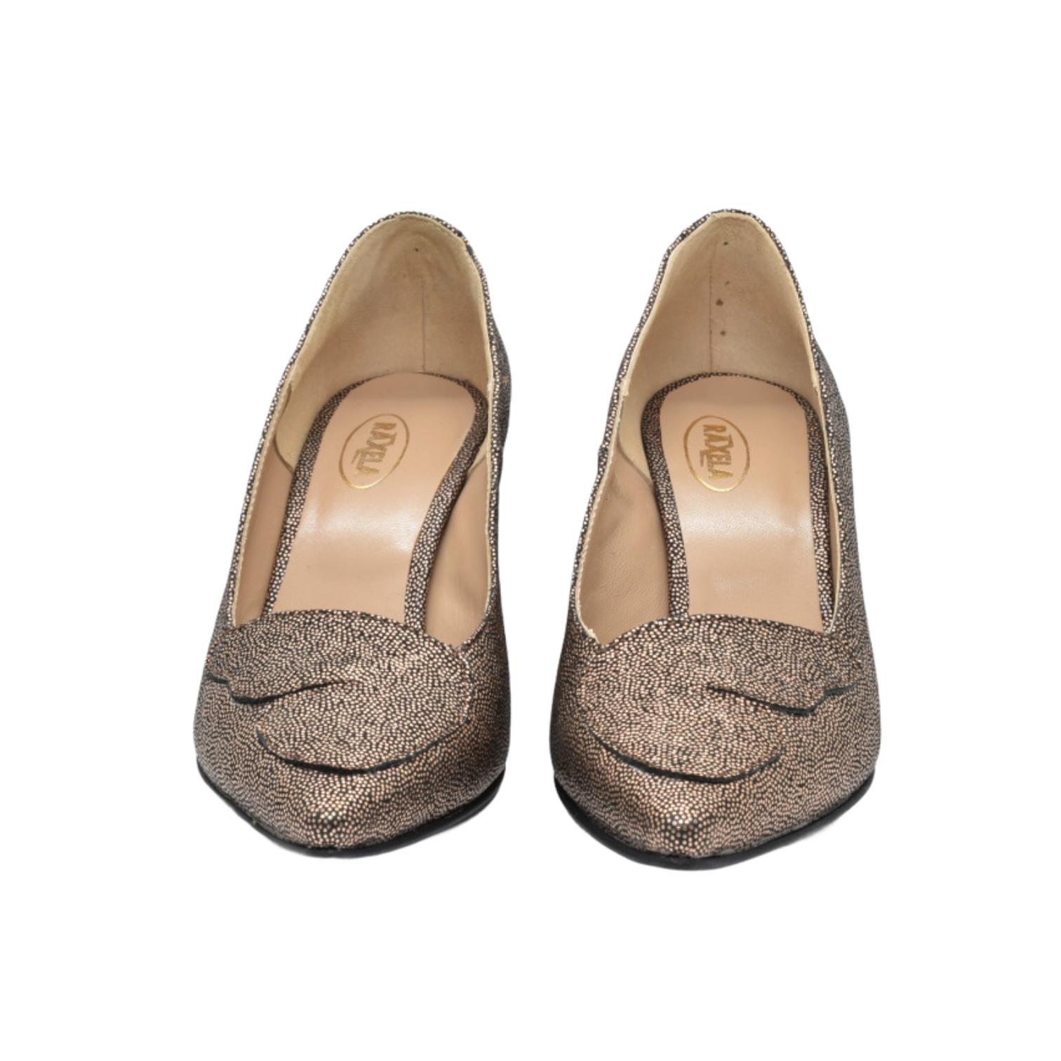Pantofi aurii cu imprimeu si toc modern cu dungi