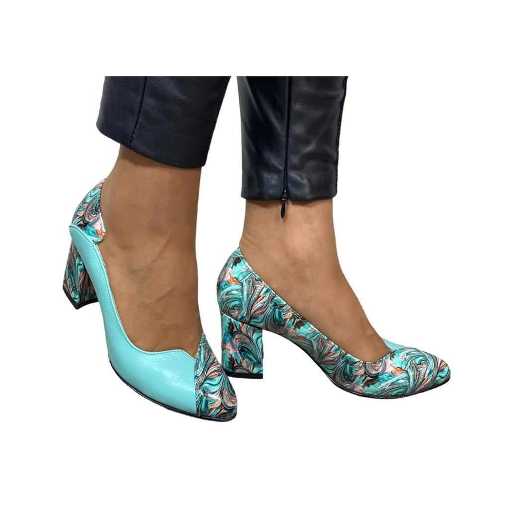 Pantofi menta combinat cu model abstract