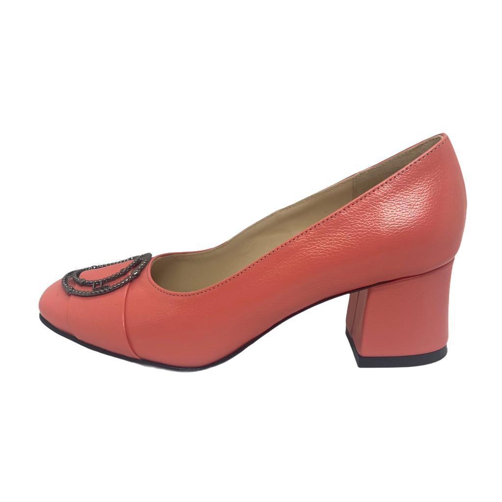 Pantofi corai cu accesoriu metalic