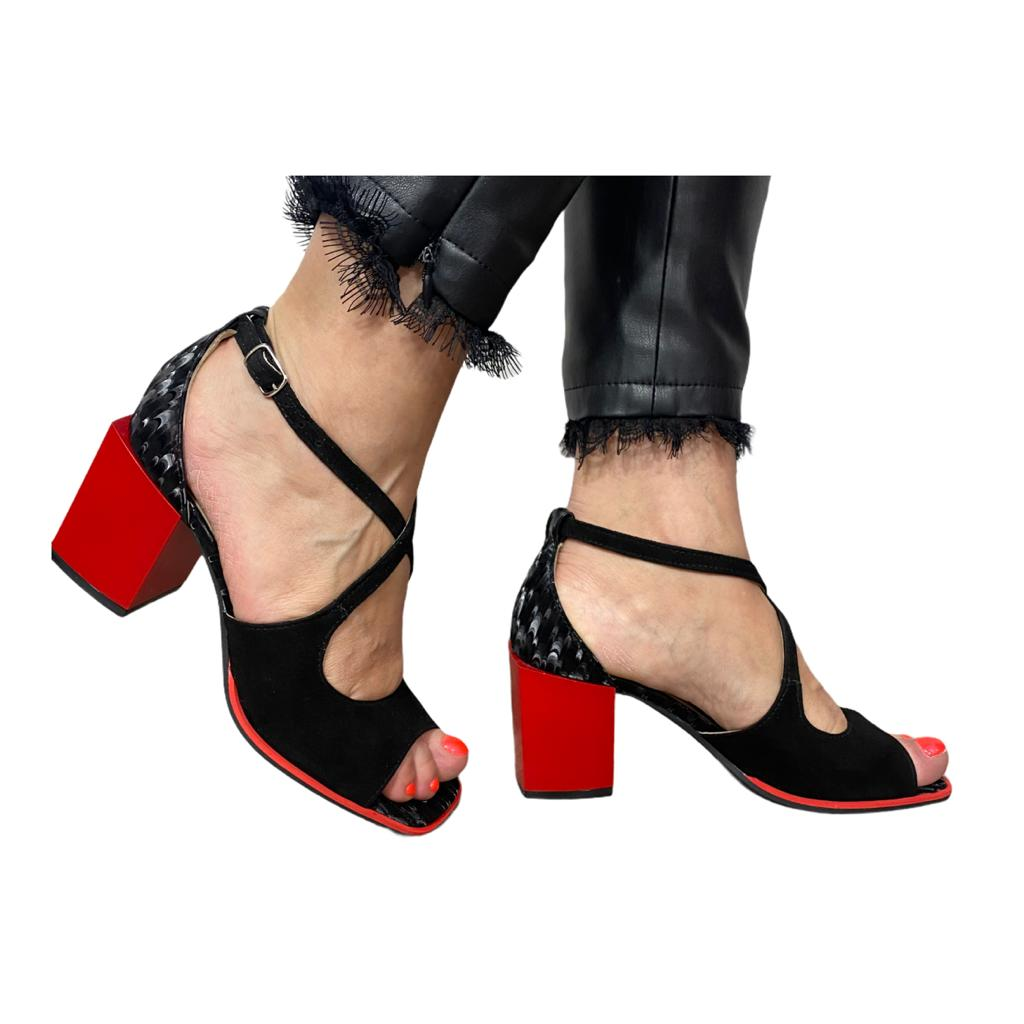 Sandale negre combinate cu rosu si model