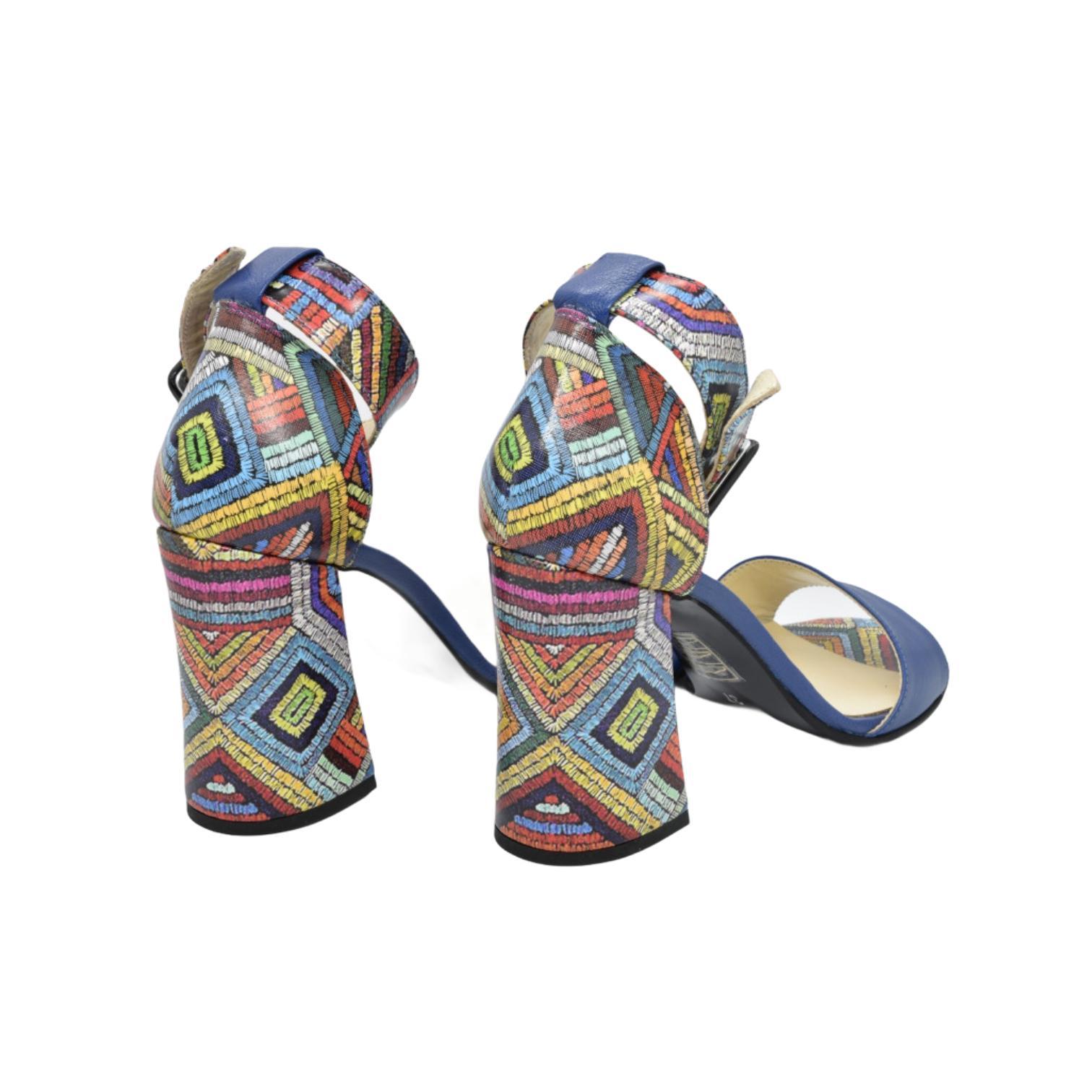 Sandale albastre cu model abstract