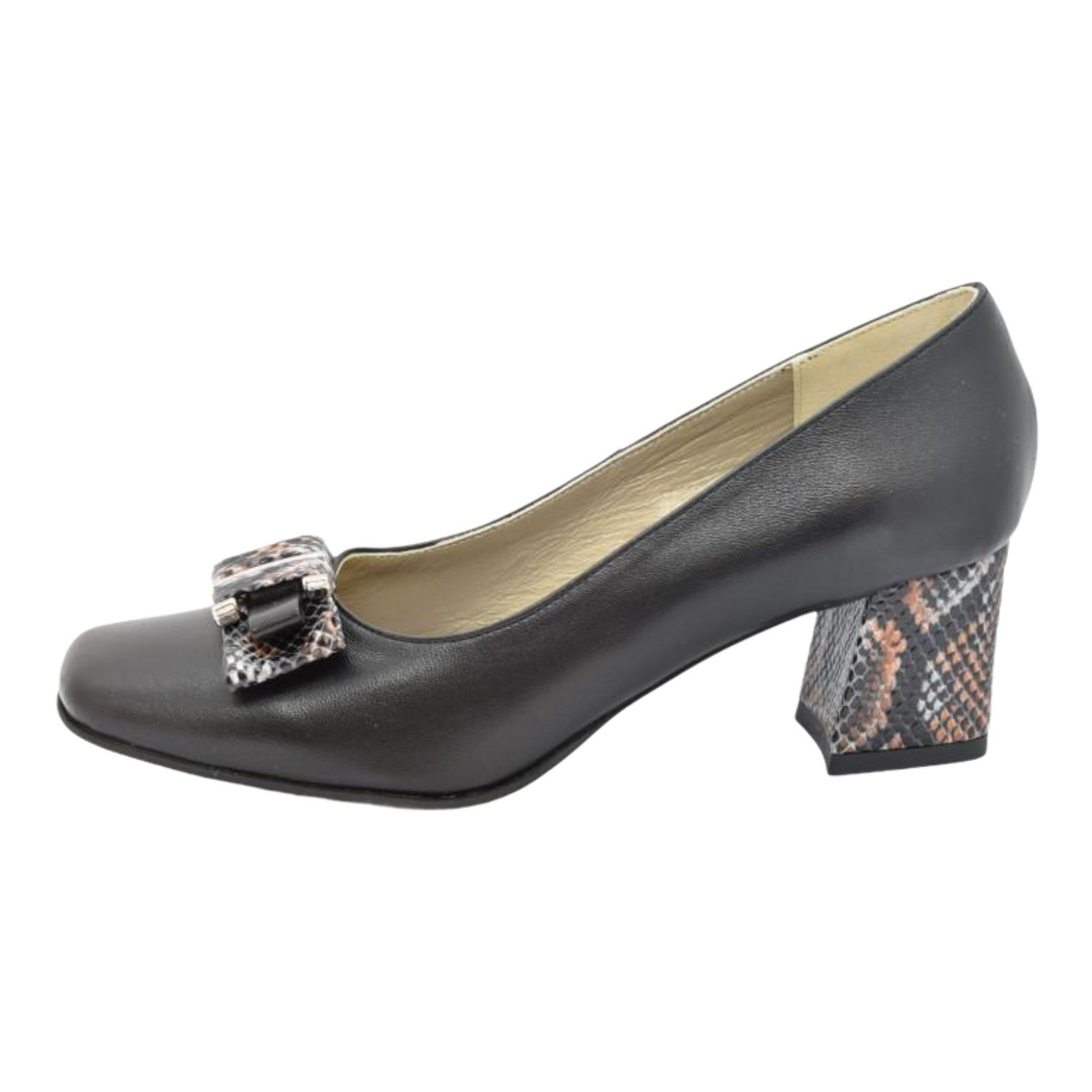 Pantofi negri cu accesoriu tip fundita si toc cu model