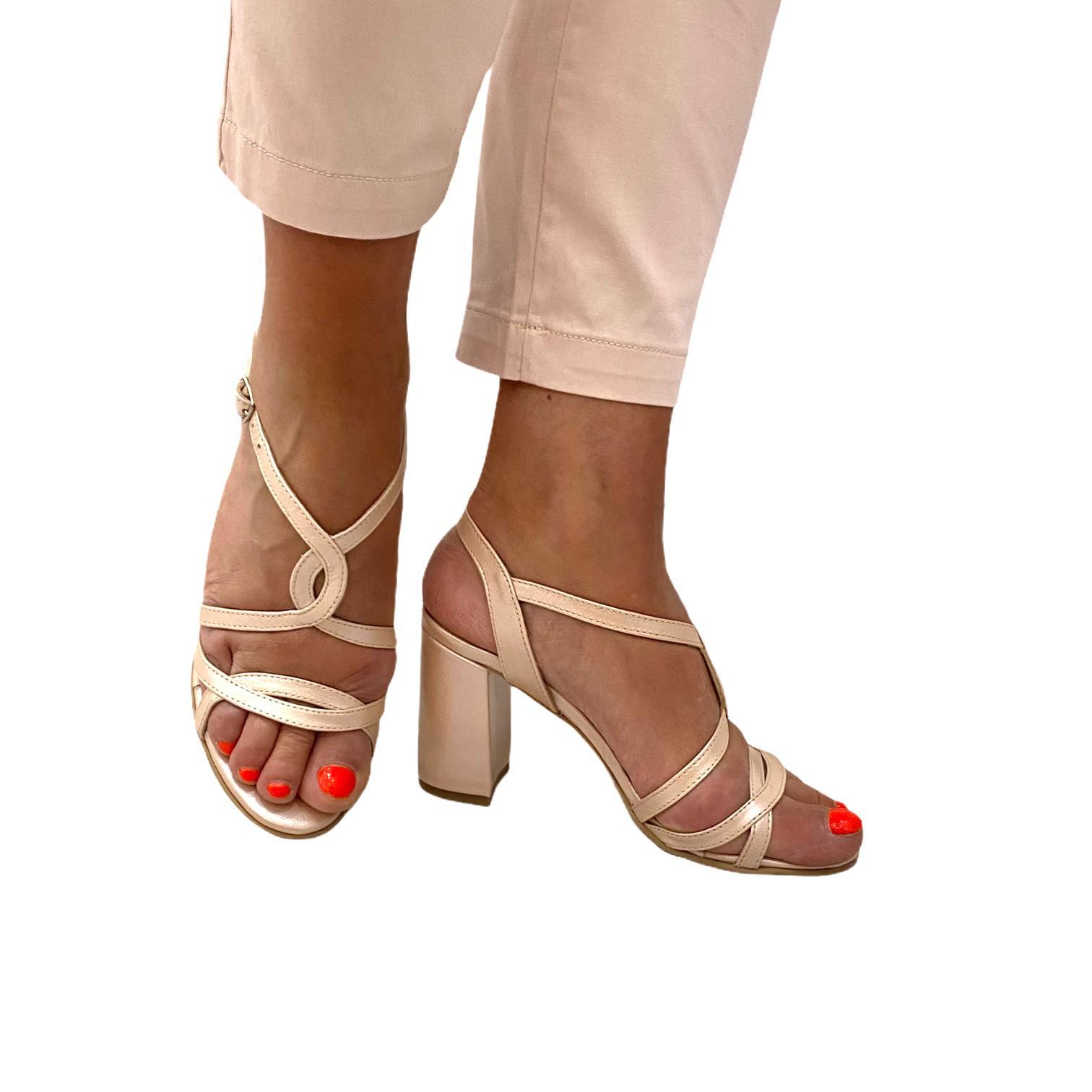 Sandale pudra cu barete incrucisate
