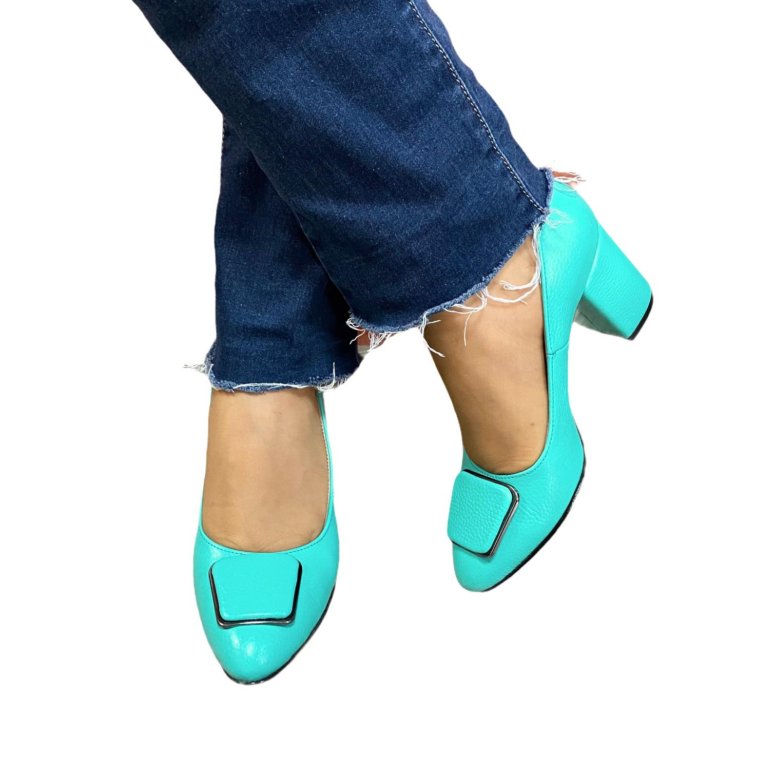Pantofi turcoaz cu accesoriu metalic