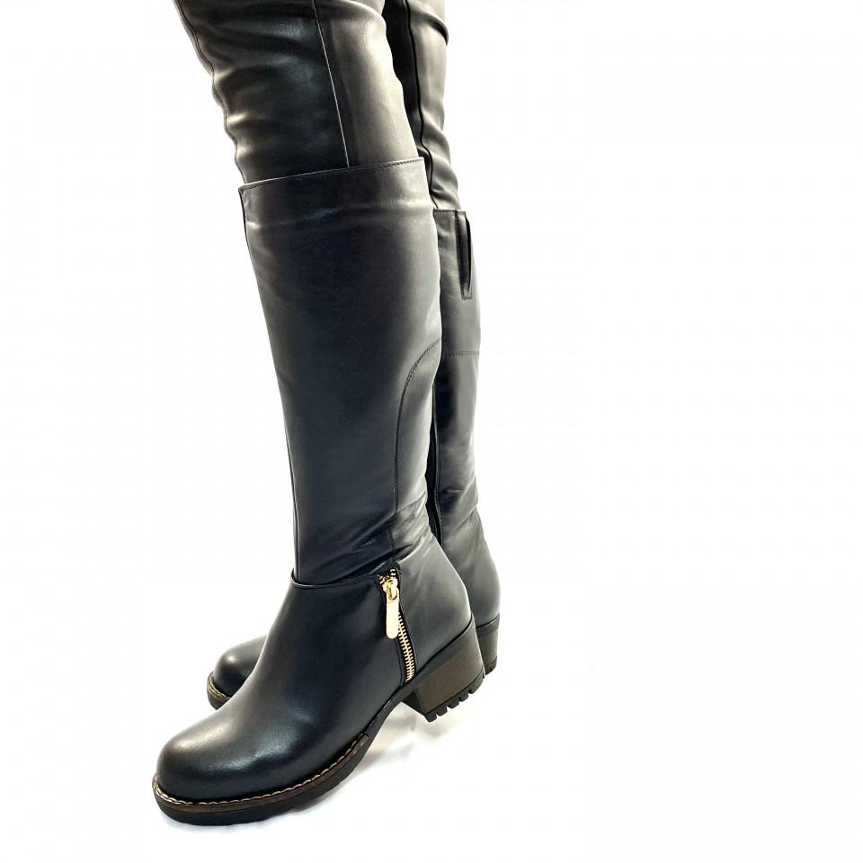 Cizme negre cu fermoar decor lateral