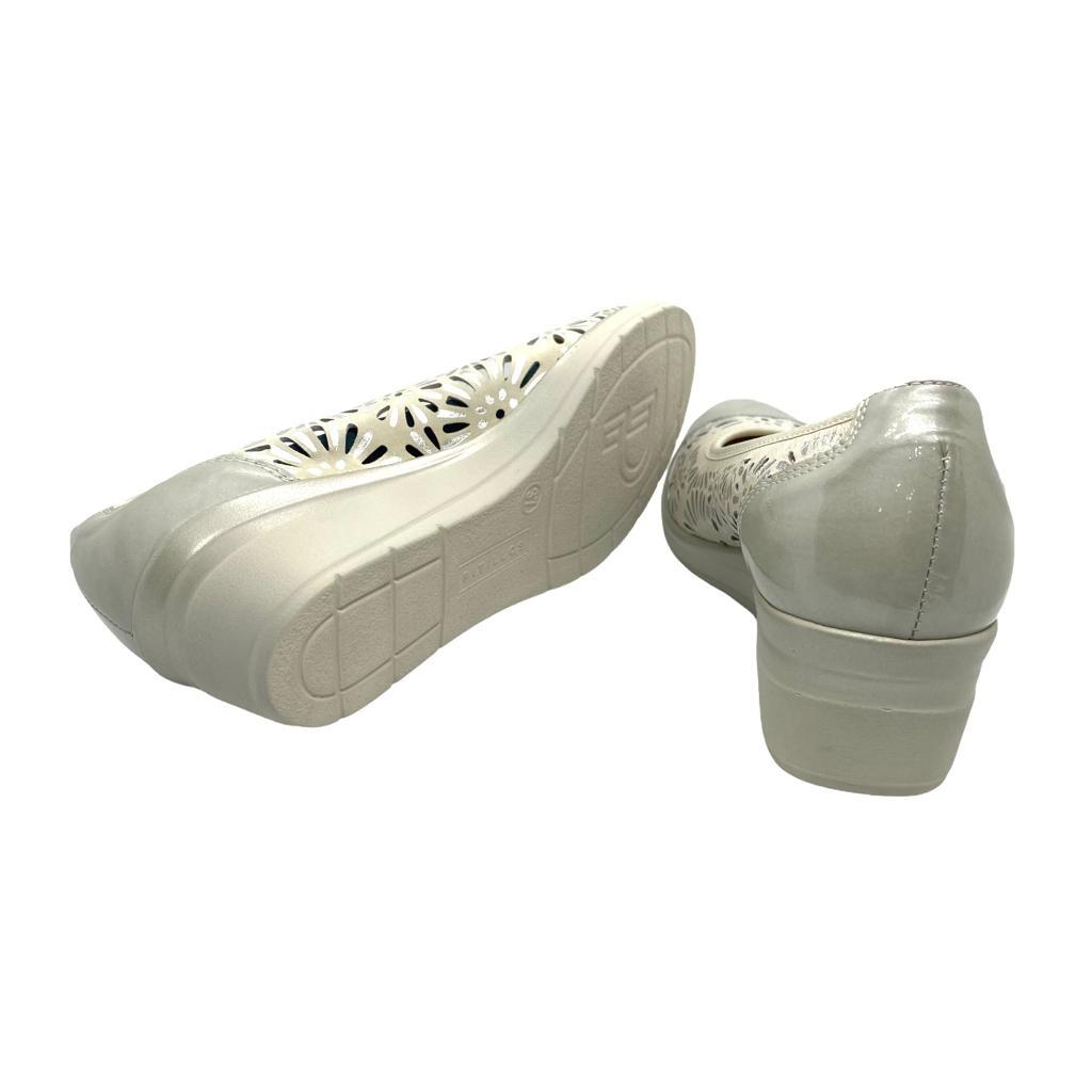 Pantofi Pitillos argintii cu perforatii si platforma