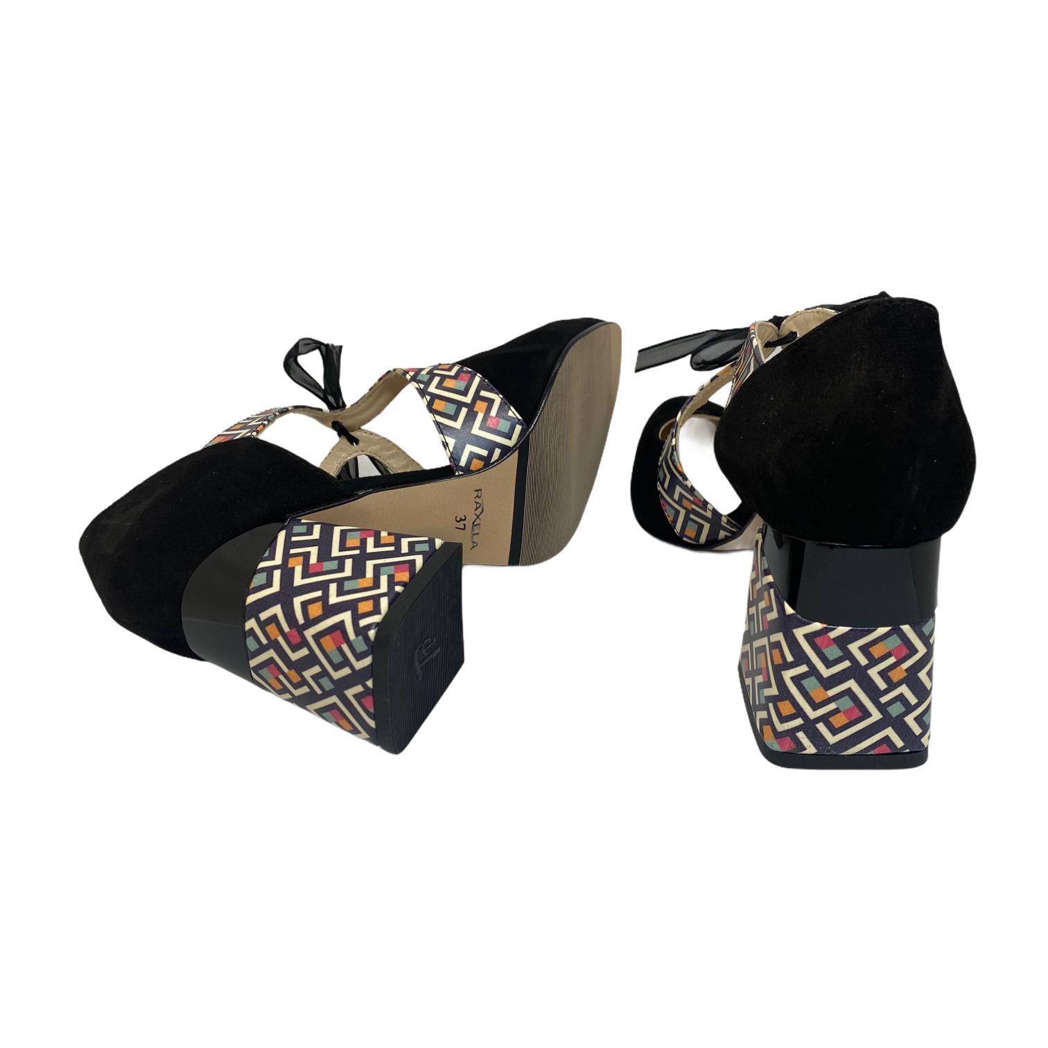 Pantofi negri cu barete si toc colorat
