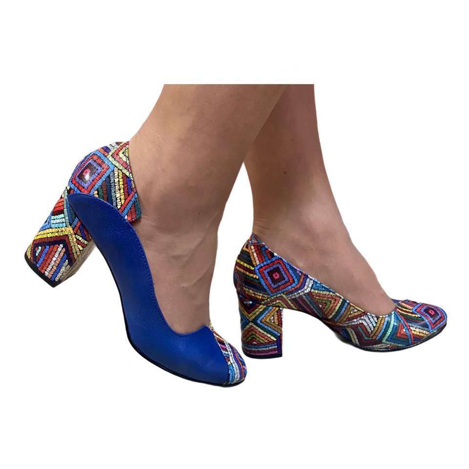Pantofi albastri cu model tip geometrie