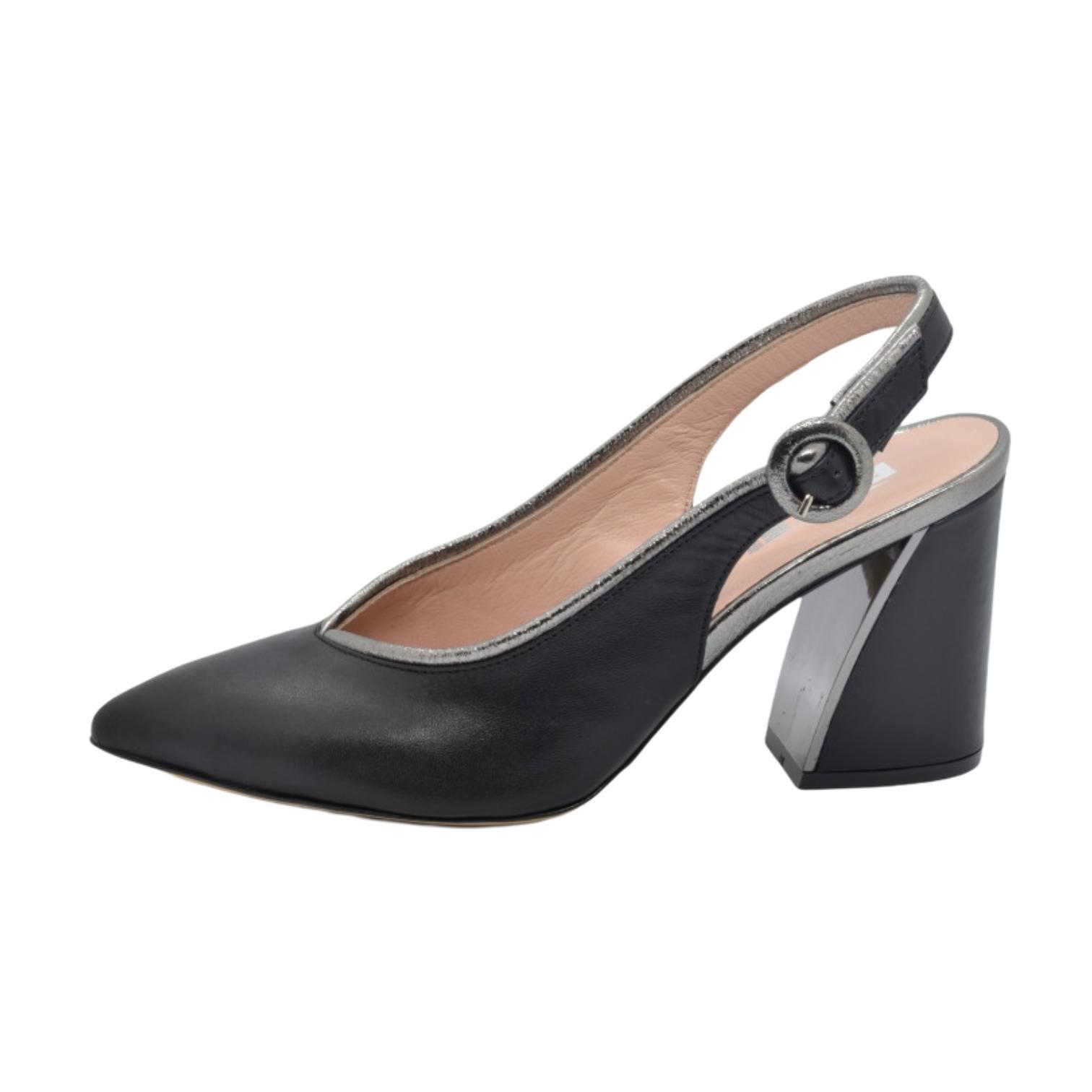 Pantofi decupati negri cu detaliu argintiu