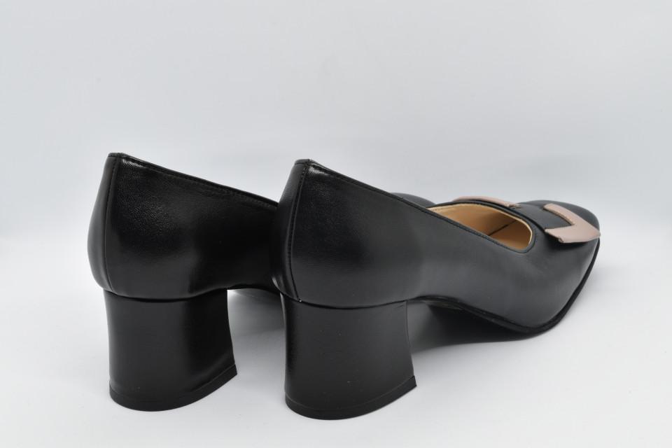 Pantofi negri cu accesoriu cipria