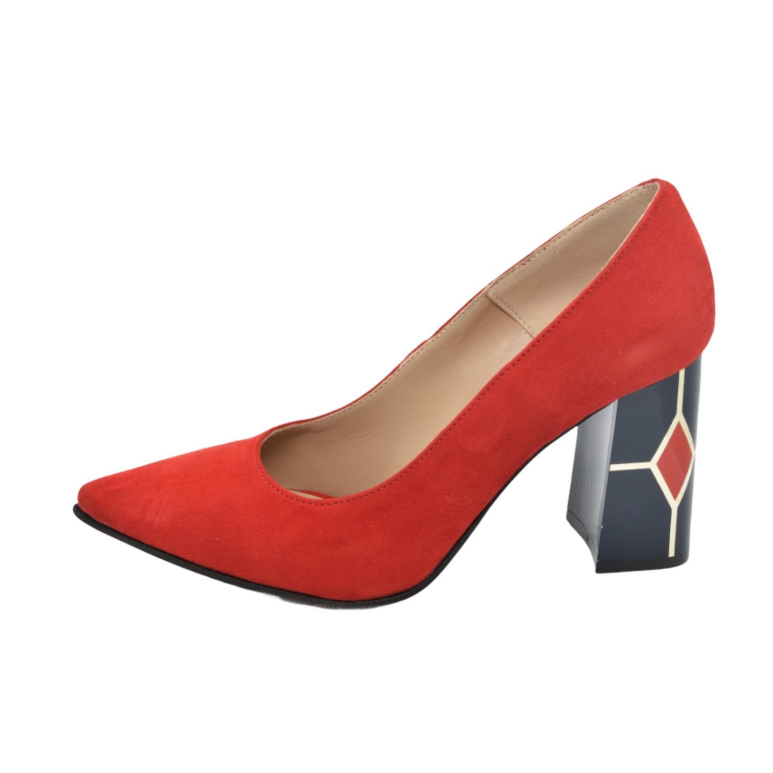Pantofi rosii cu toc cu model