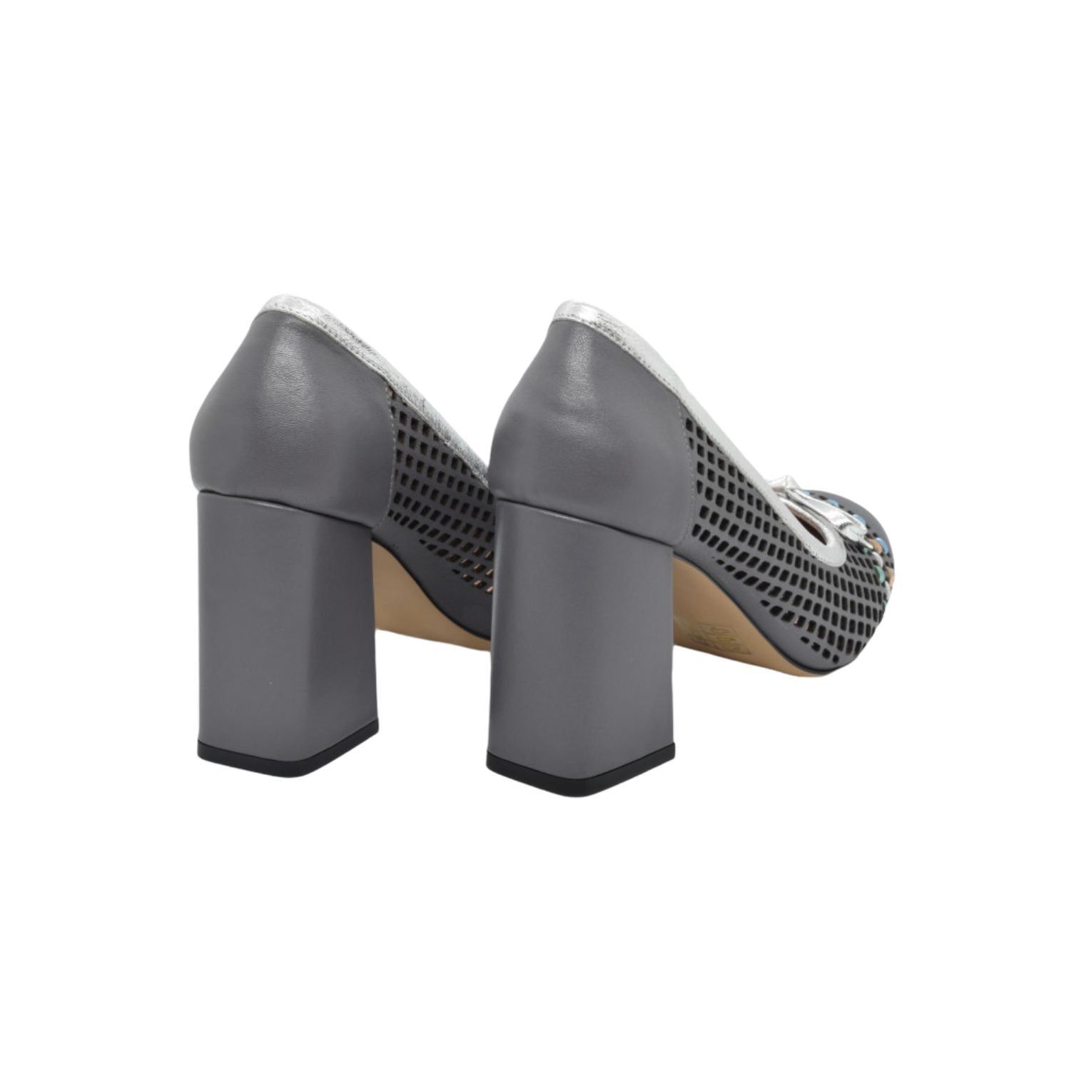 Pantofi gri cu fundita si detaliu