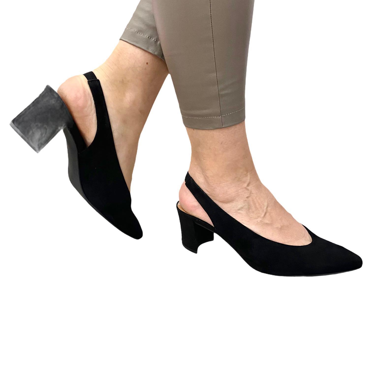Pantofi Marco Tozzi negri decupati in spate